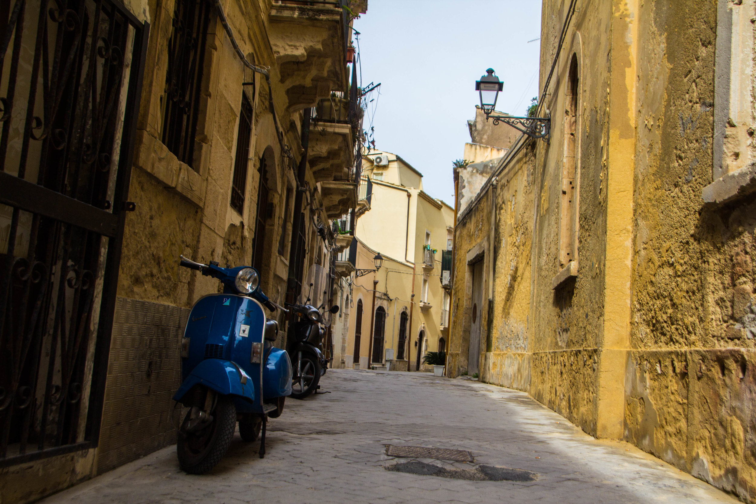 streets-ortygia-syracuse-sicily-17.jpg