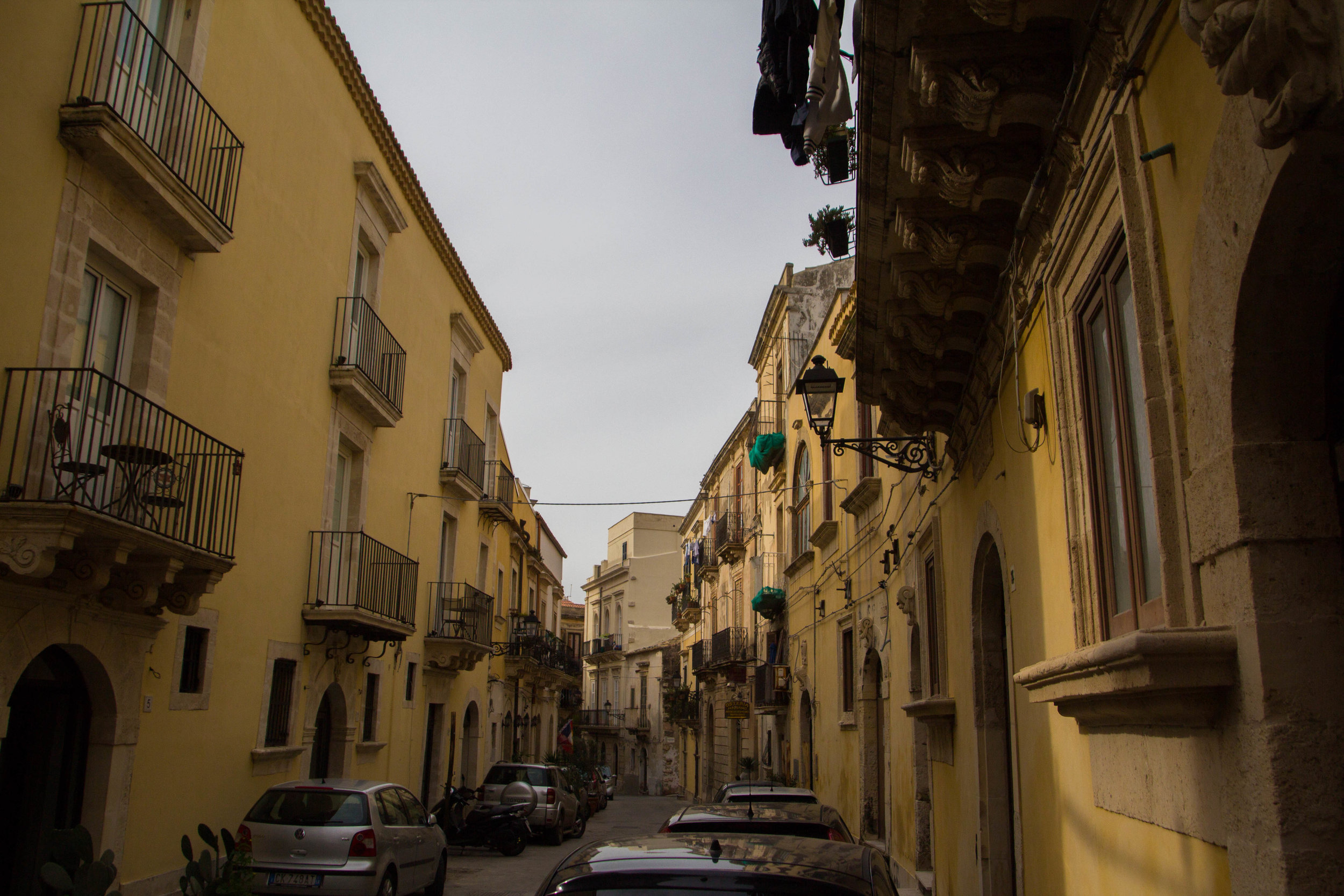 streets-ortygia-syracuse-sicily-20.jpg