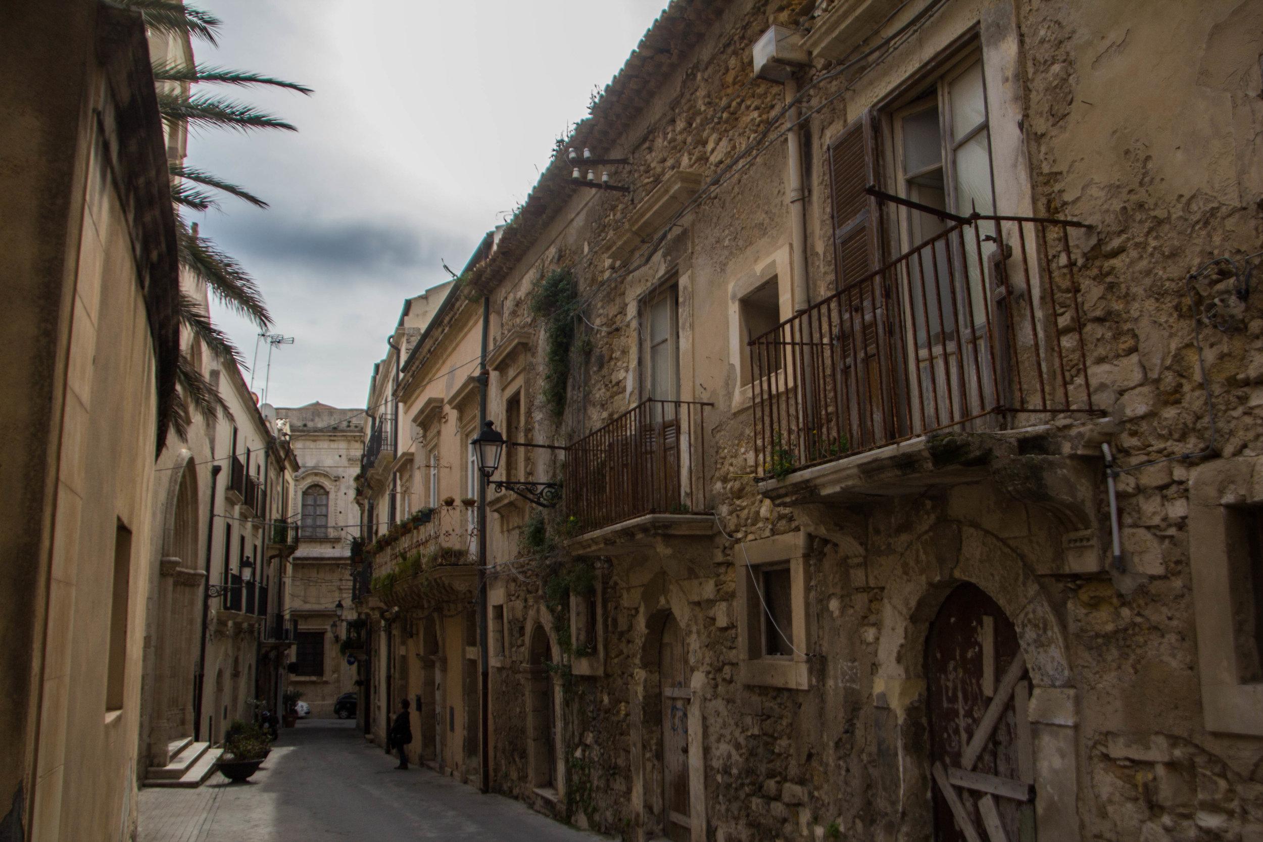 streets-ortygia-syracuse-sicily-22.jpg