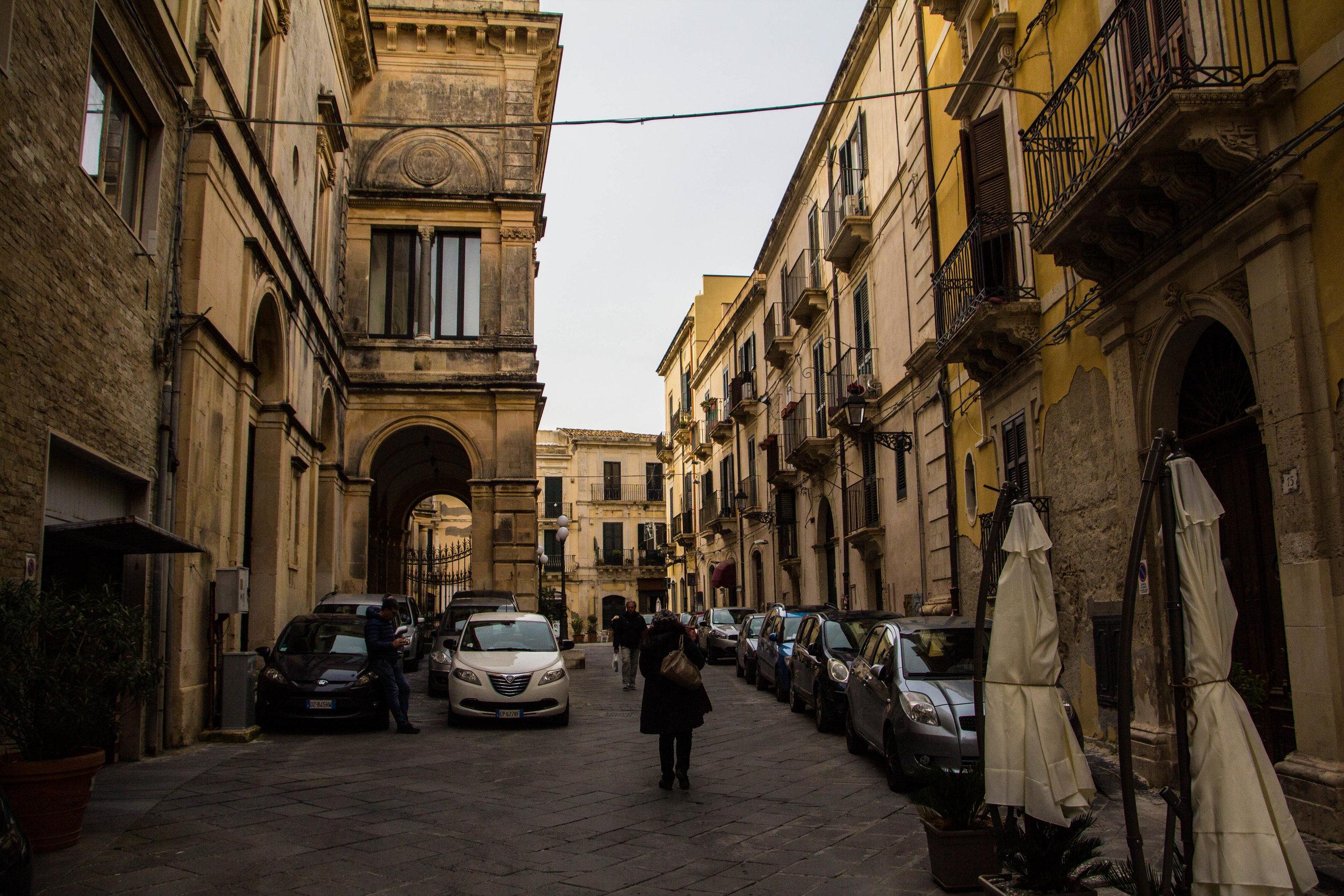 streets-ortygia-syracuse-sicily-37.jpg