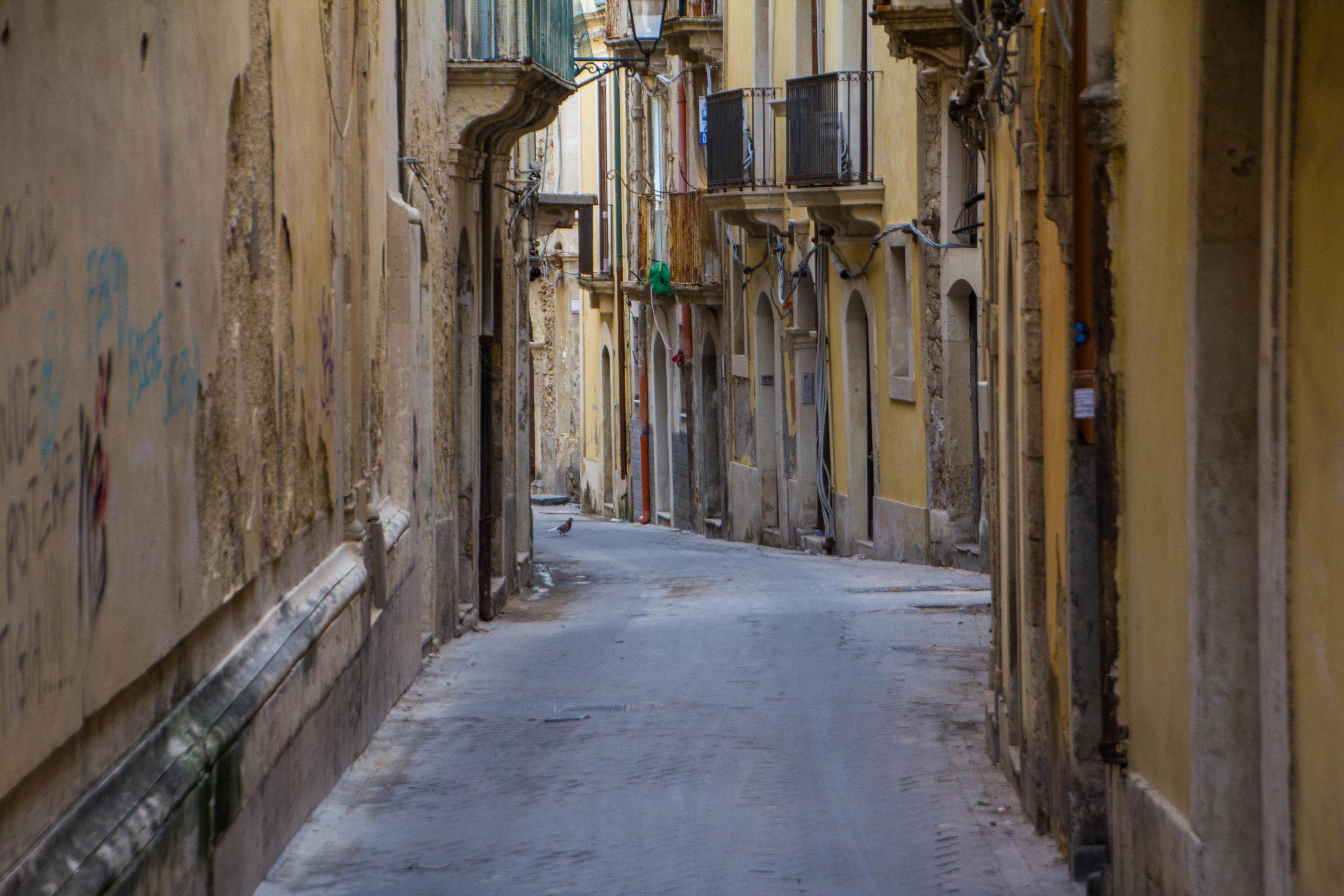 streets-ortygia-syracuse-sicily-56.jpg