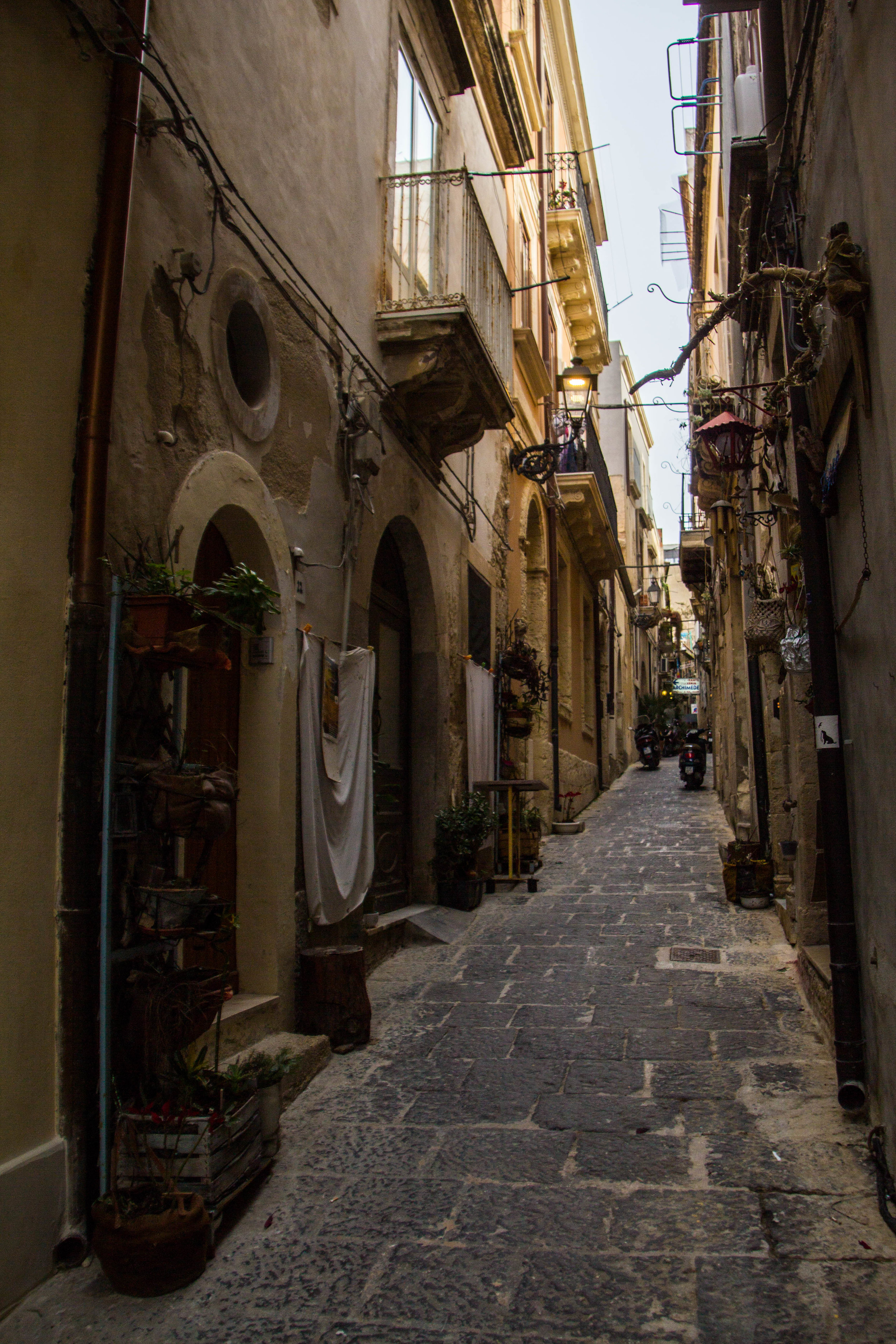 ortygia-syracuse-sicily-streets-13.jpg