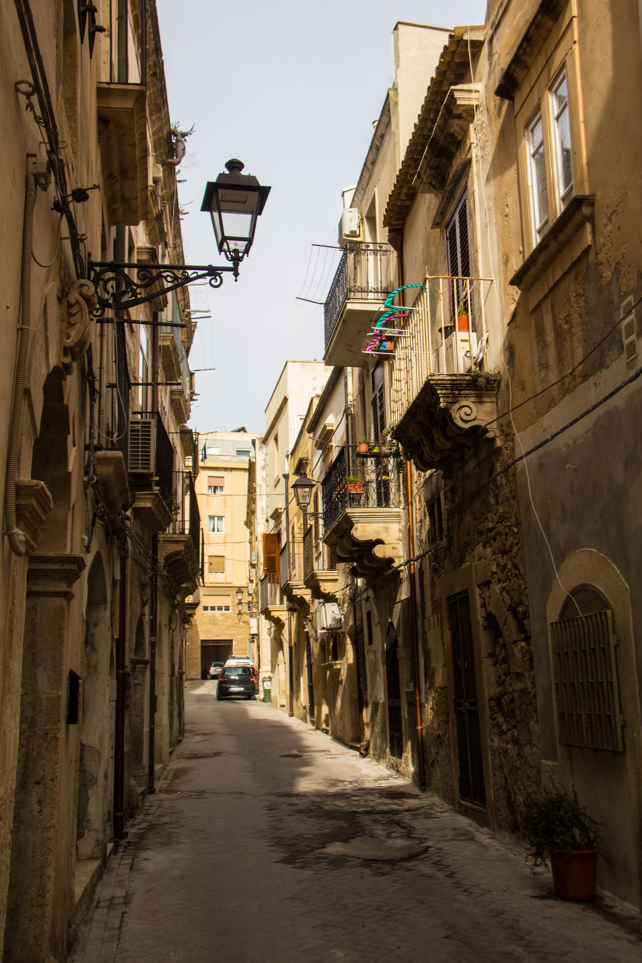 streets-ortygia-syracuse-sicily-27.jpg