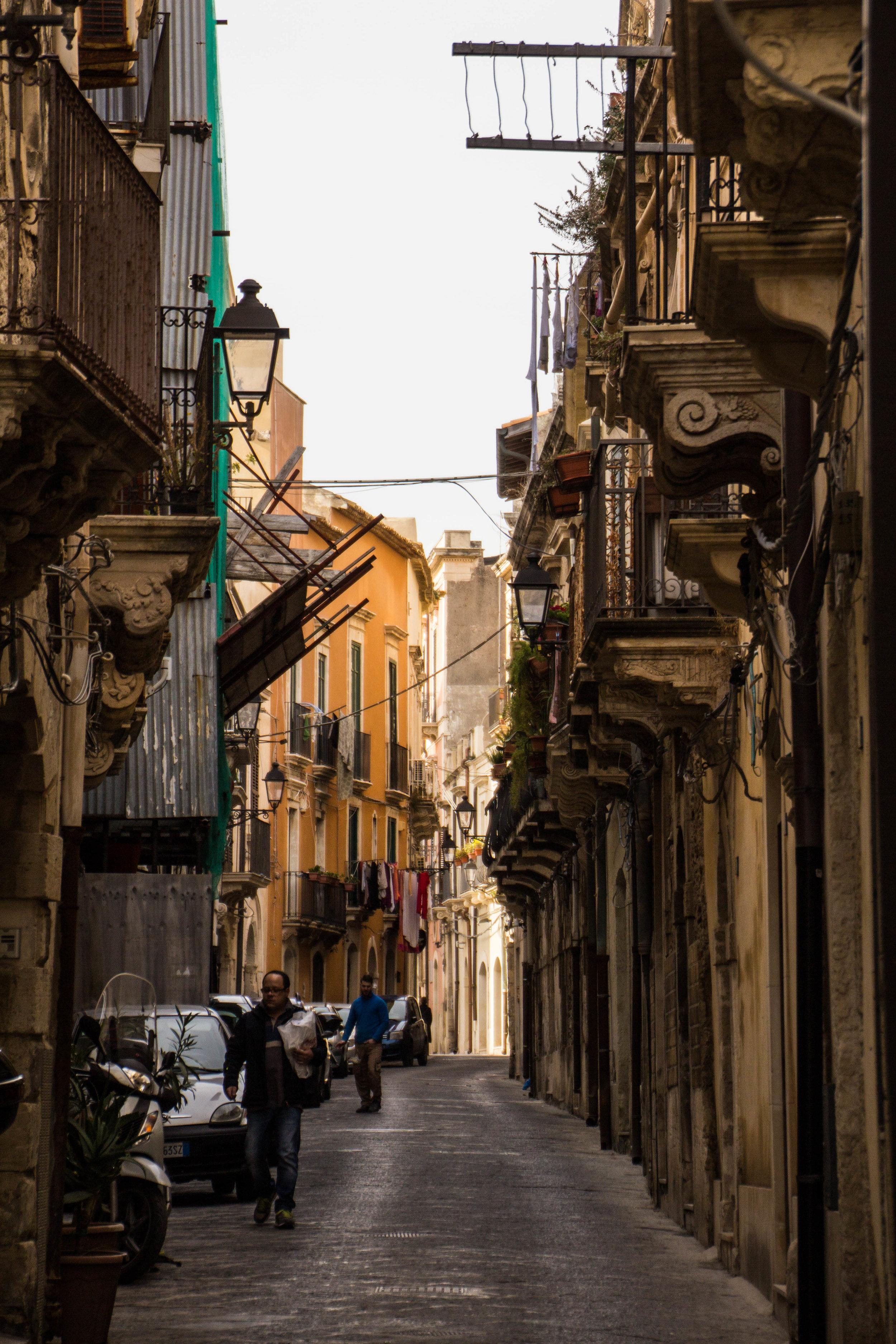 streets-ortygia-syracuse-sicily-34.jpg