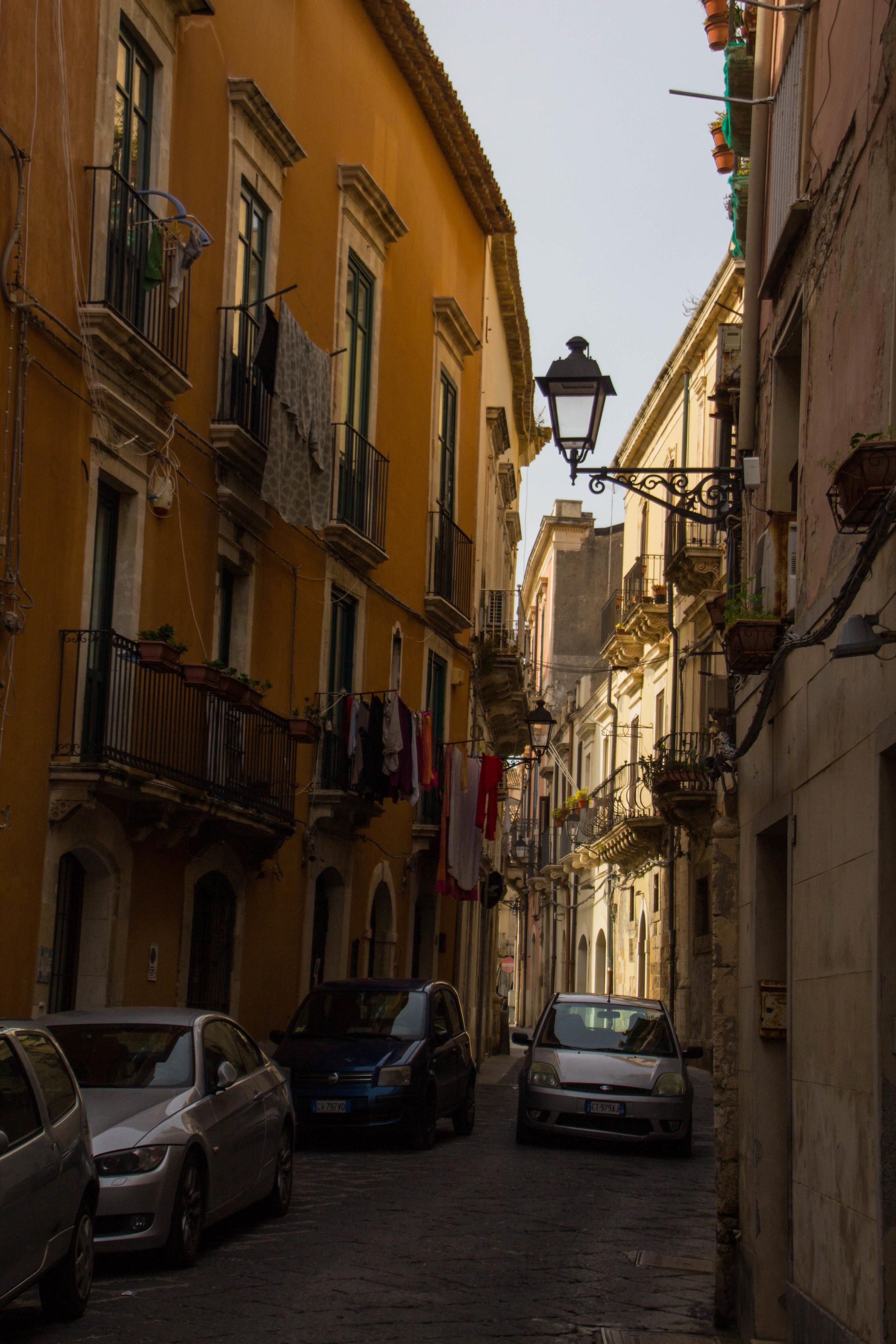 streets-ortygia-syracuse-sicily-36.jpg