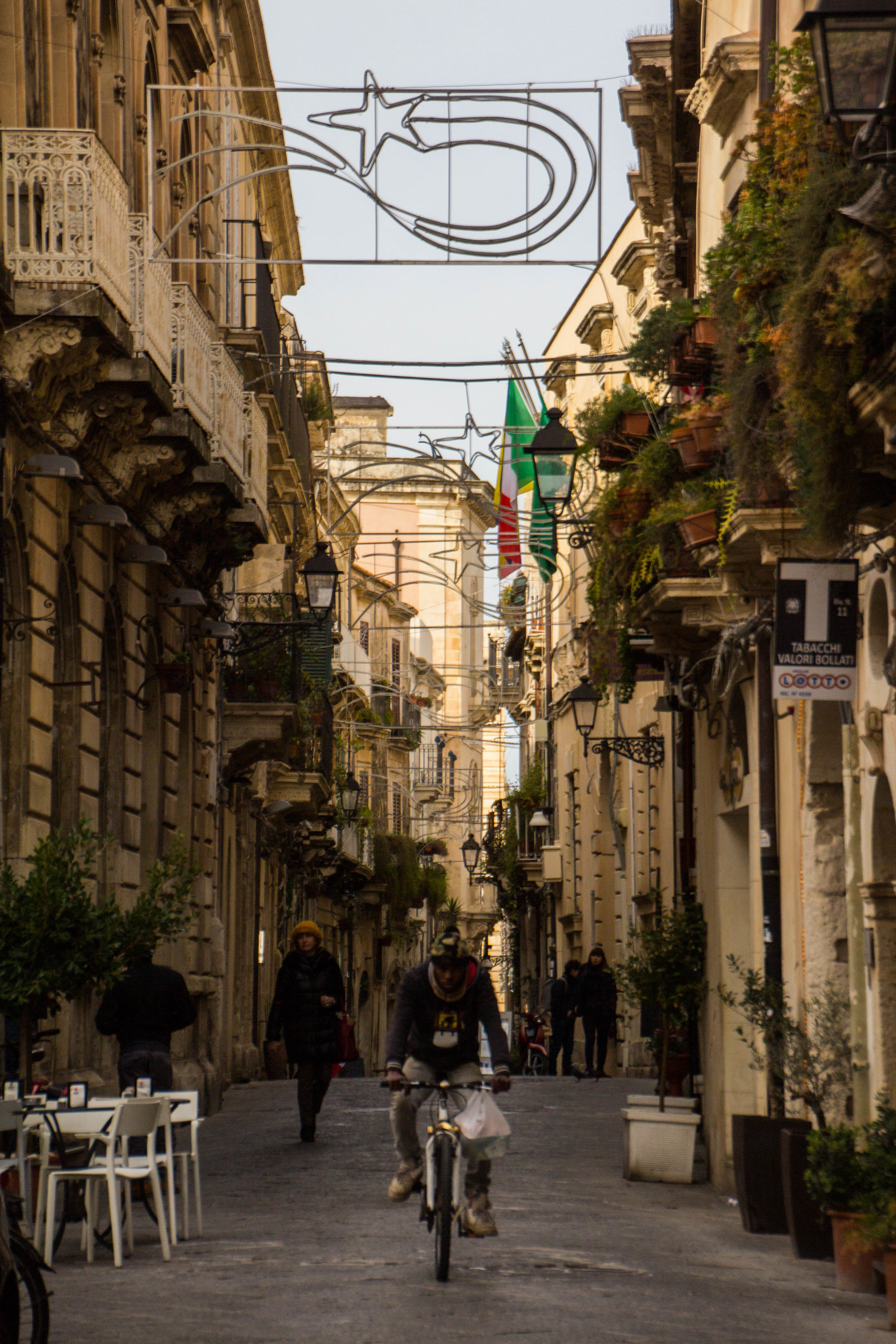 streets-ortygia-syracuse-sicily-39.jpg