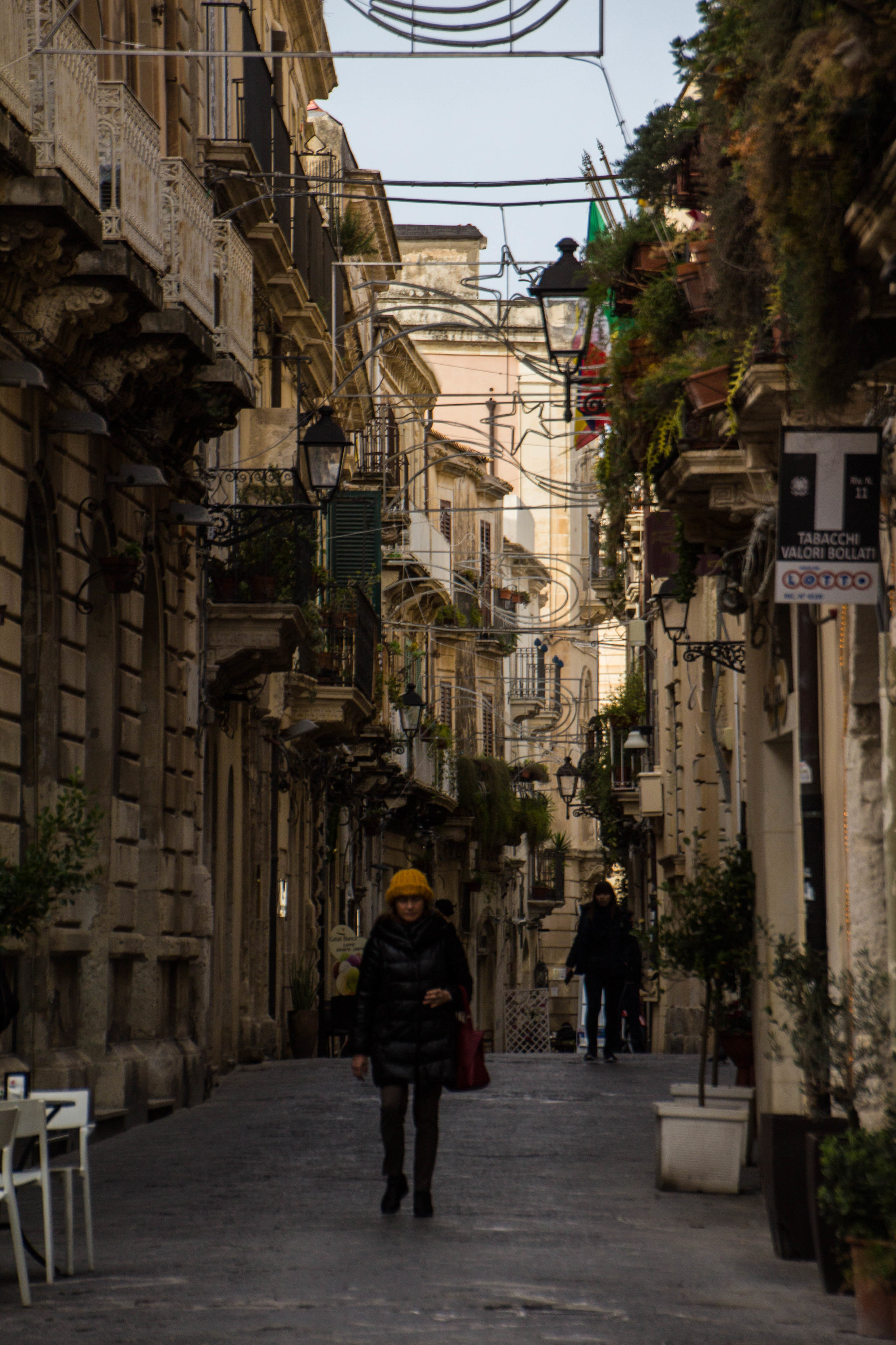 streets-ortygia-syracuse-sicily-40.jpg