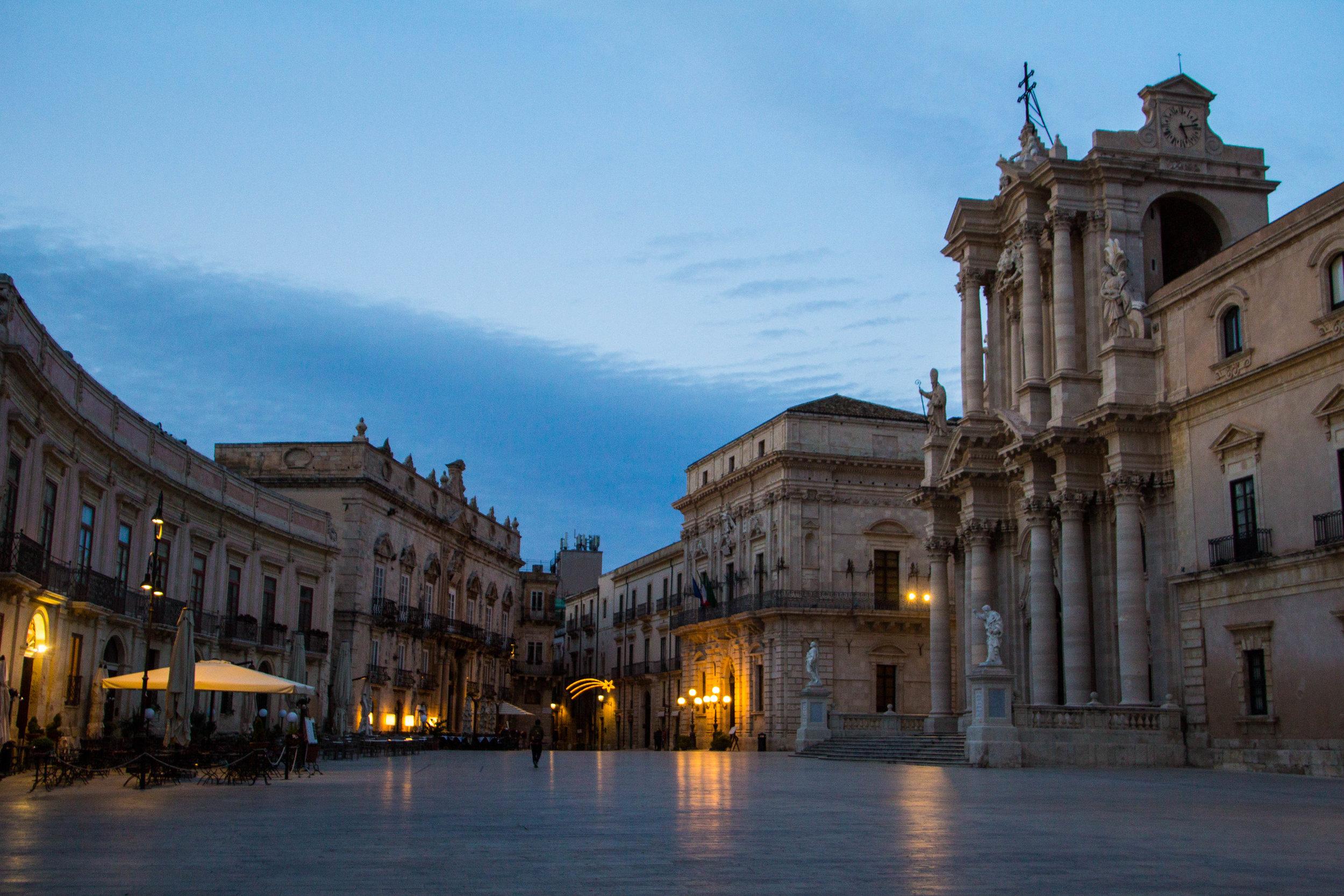 piazza-duomo-sunset-ortygia-syracuse-sicily-21.jpg