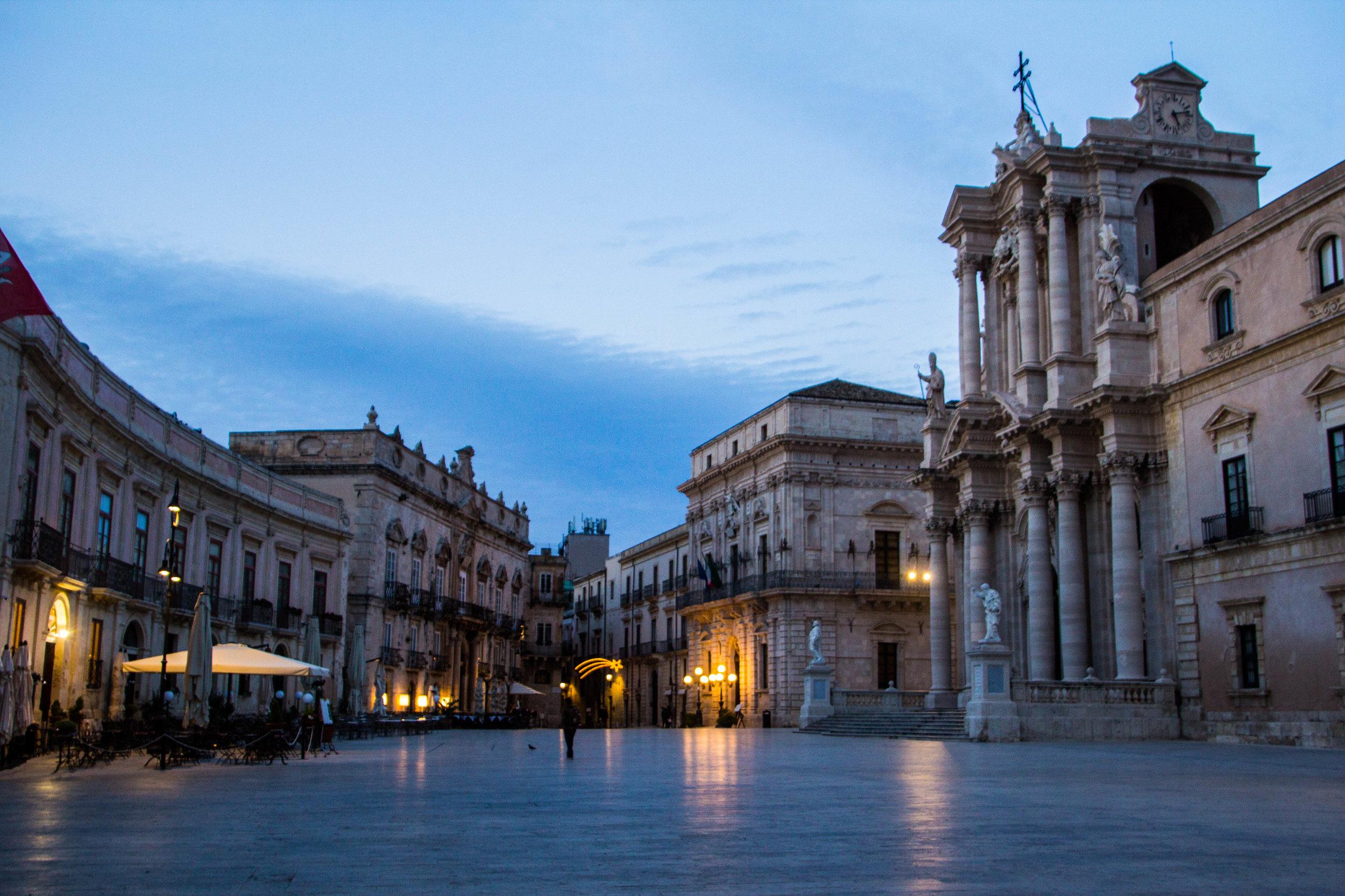 piazza-duomo-sunset-ortygia-syracuse-sicily-19.jpg