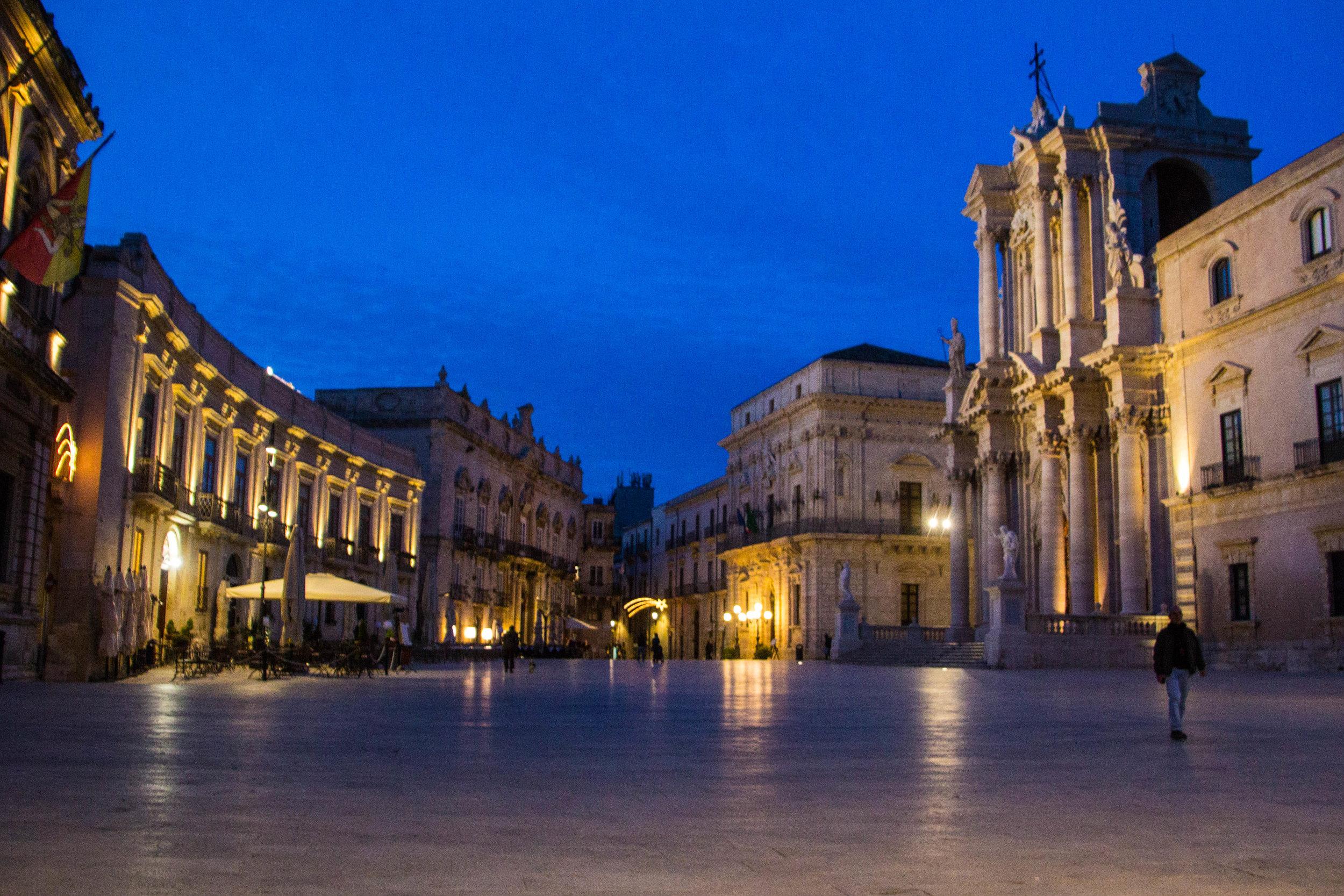 piazza-duomo-sunset-ortygia-syracuse-sicily-33.jpg