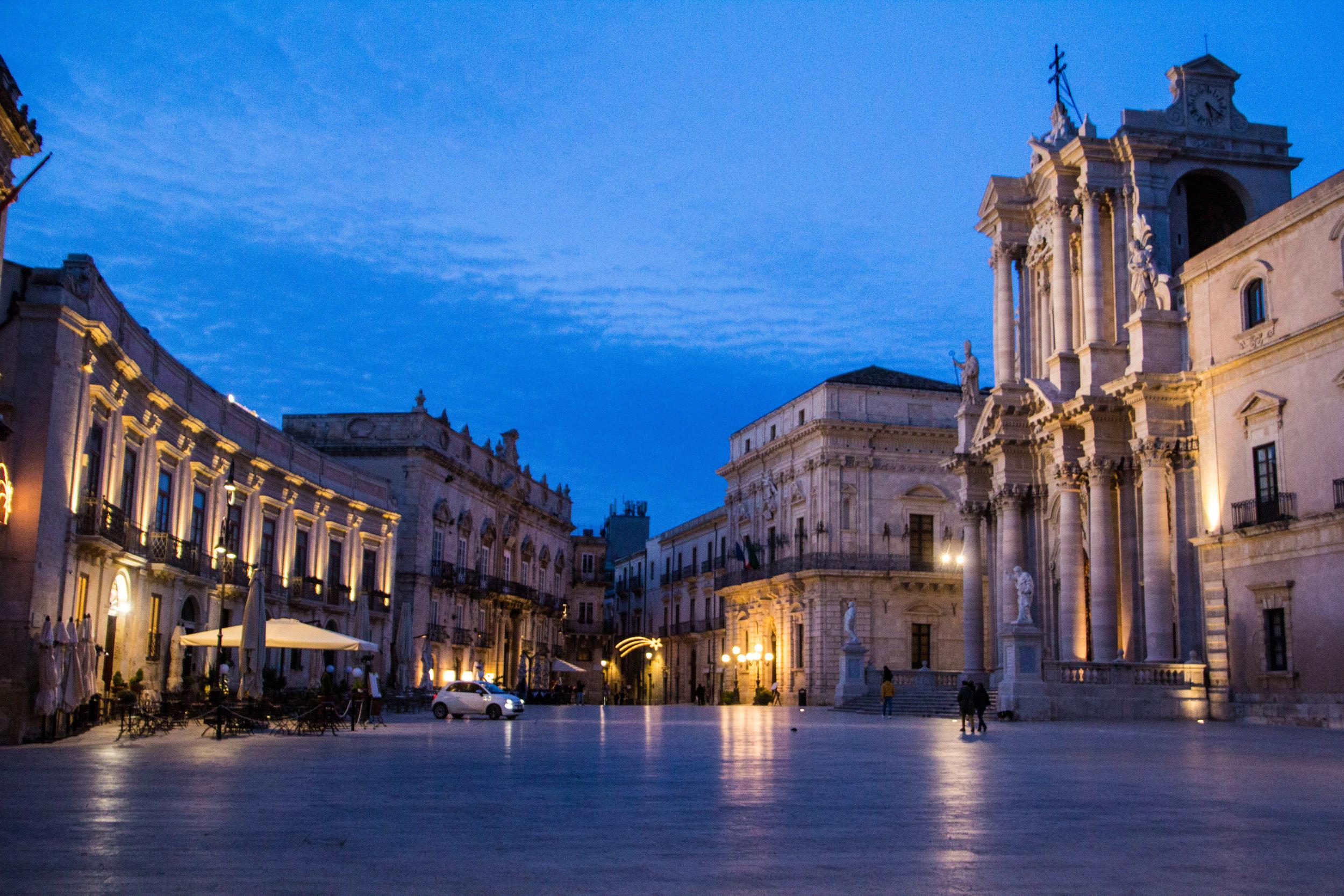 piazza-duomo-sunset-ortygia-syracuse-sicily-29.jpg