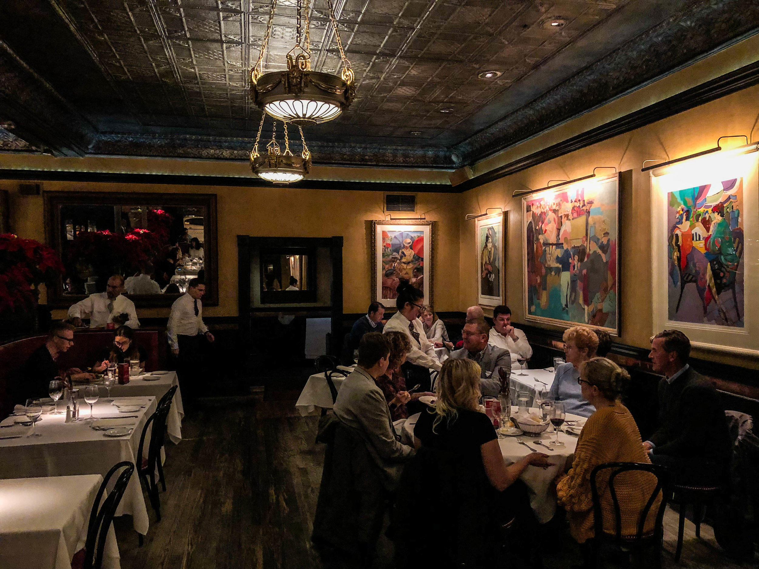 lindey's-restaurant-columbus-3.jpg