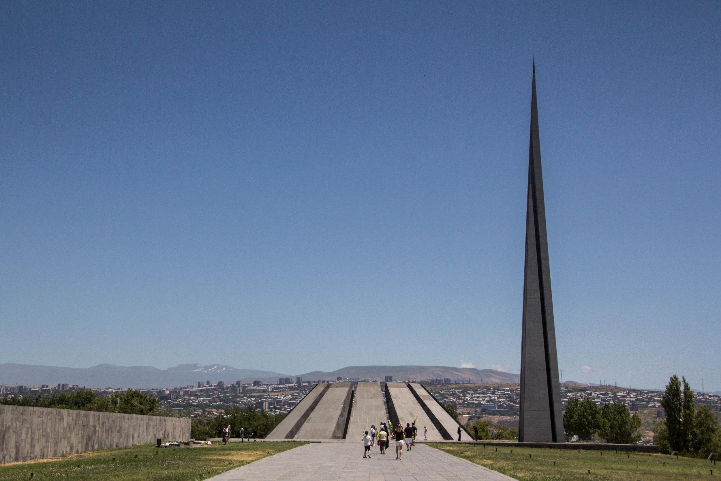 tsitsernakaberd-armenian-genocide-memorial-21.jpg