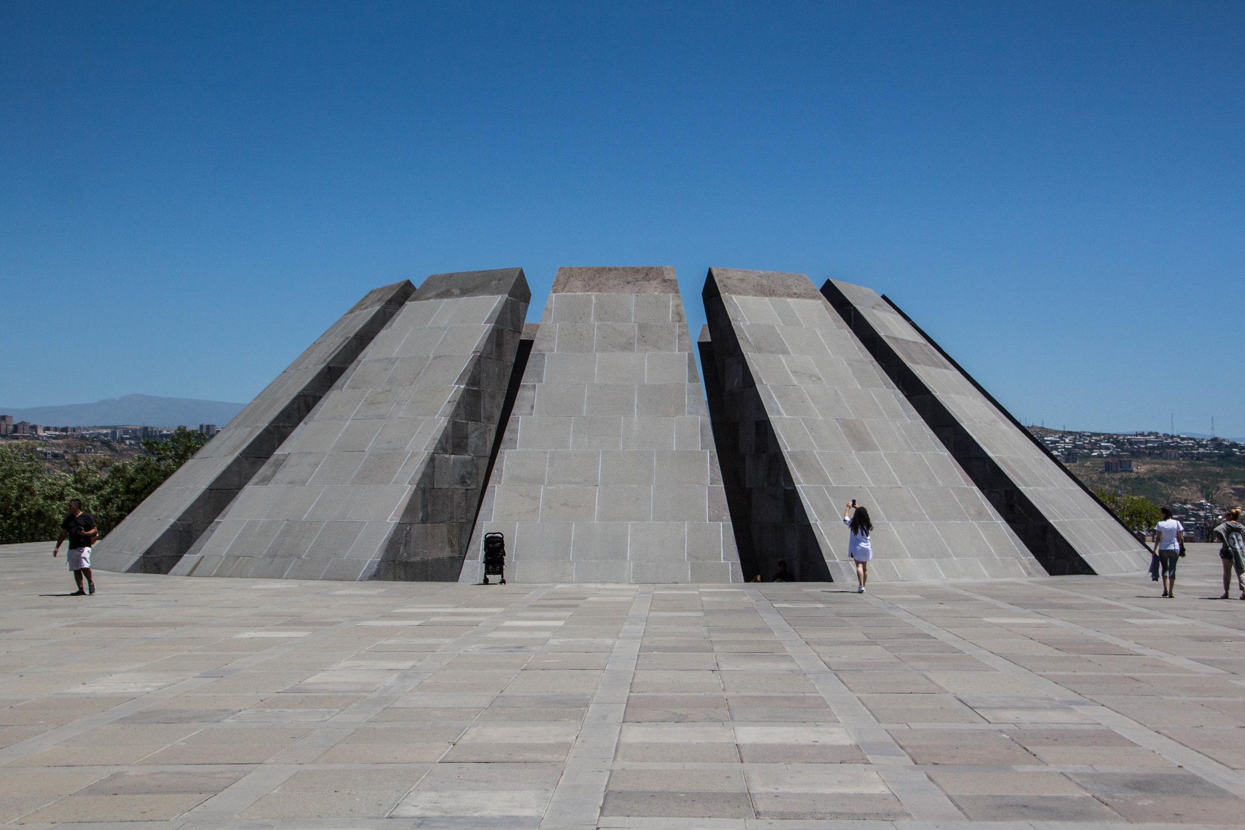 tsitsernakaberd-armenian-genocide-memorial-35.jpg