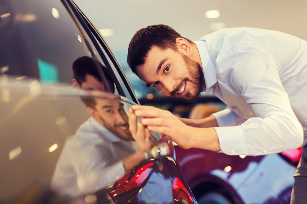 stock-photo-male-repair-worker-examining-car-paint-with-equipment-in-repair-shop-211292878.jpg