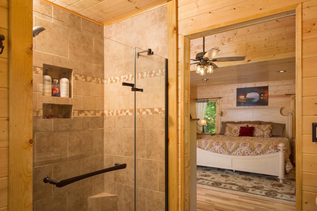 UPGC Michigamme Master Bathroom.jpg