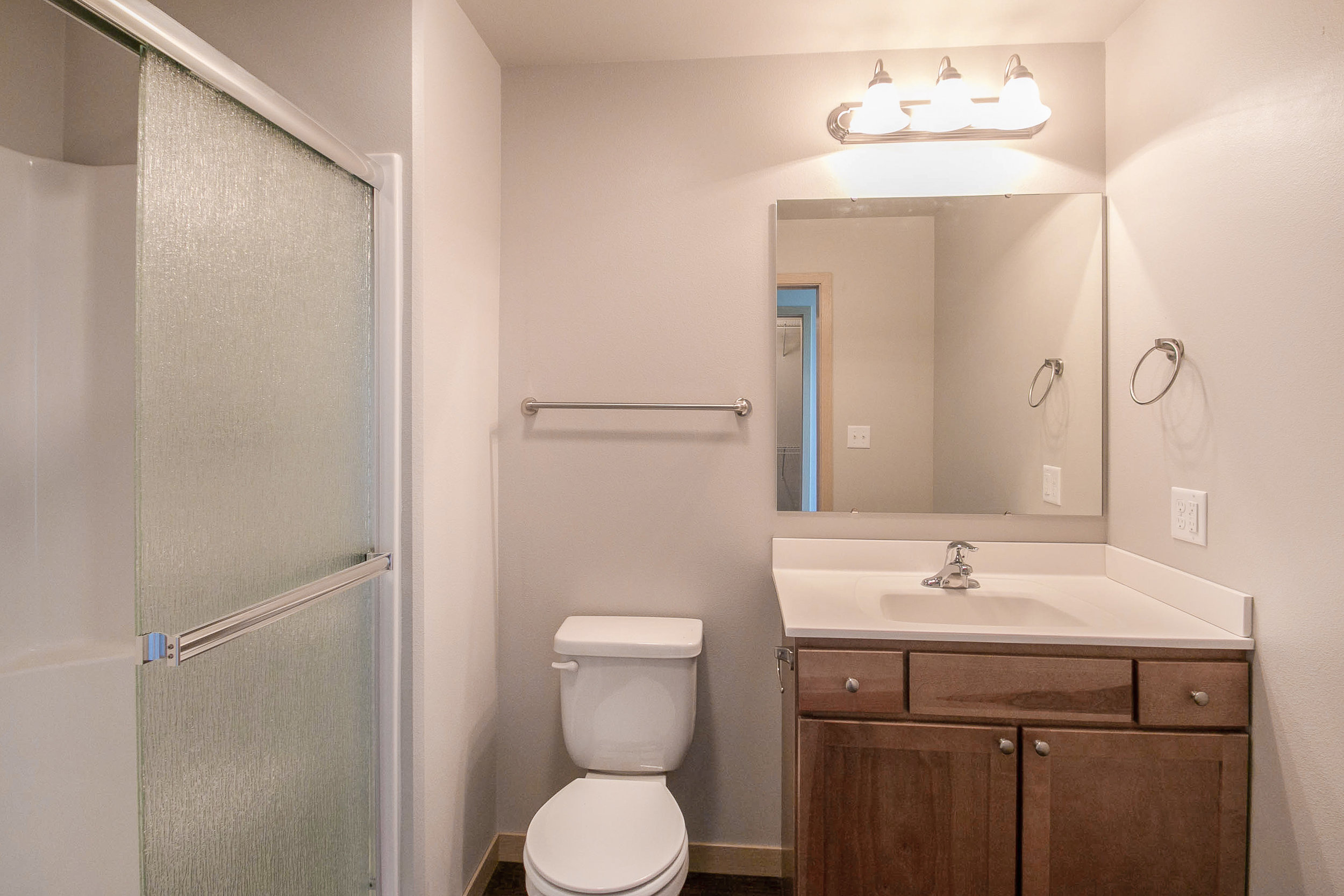 808_on_5th_project_MLS_HID1047709_ROOMmasterbathroom517.jpg