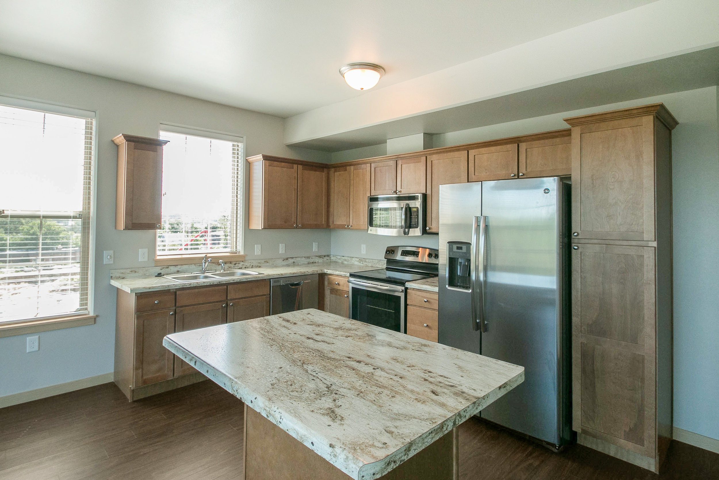 808_on_5th_project_MLS_HID1047709_ROOMkitchen517.jpg