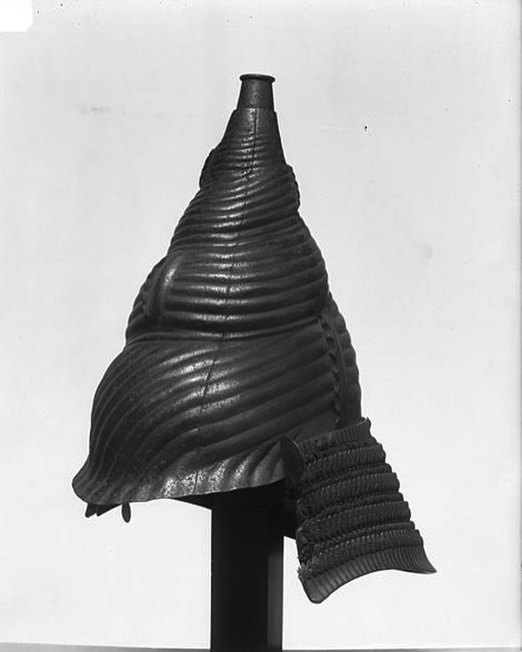 18th century Conch shell helmet Iron, lacquer, leather, silk