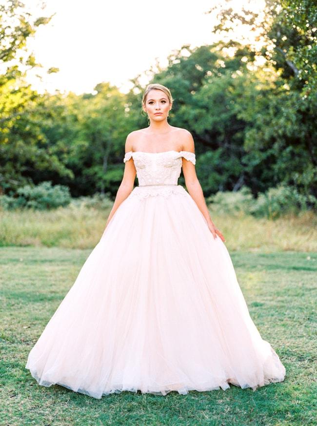 modern-cinderella-bride-at-white-sparrow-barn_-18-min.jpg