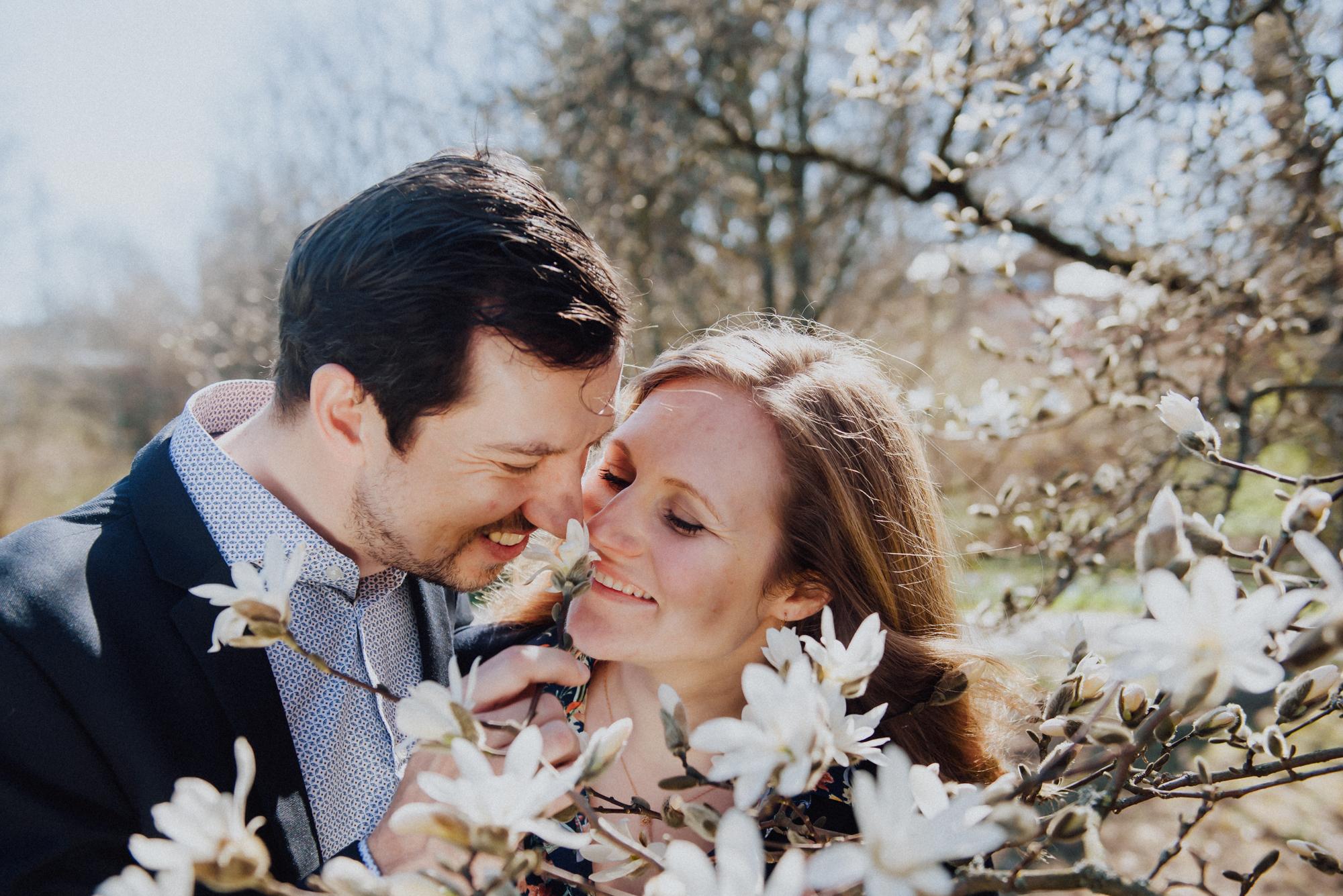 19.04.2019. RĪGA, LATVIJA. Ilva un Māris. Pirms kāzu foto sesija. Latvijas Universitātes botāniskais dārzs