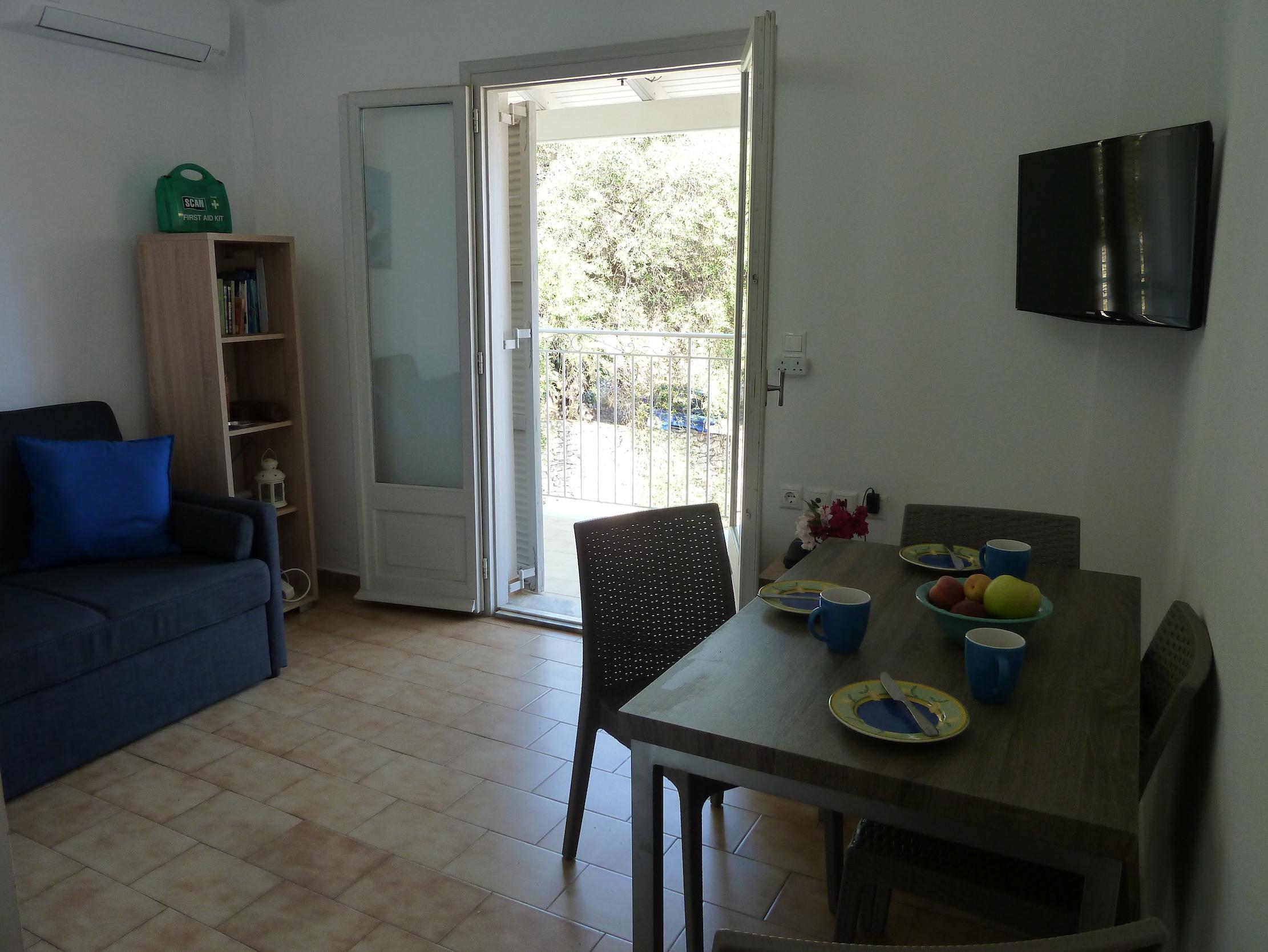 Sitting dining room (2).JPG