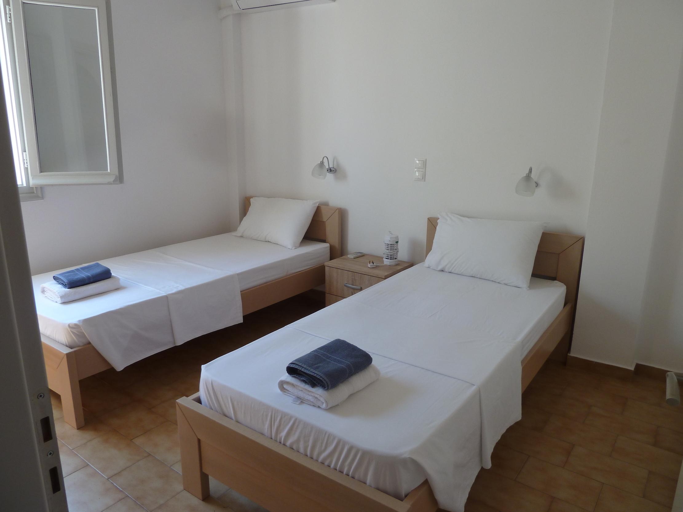 Twin room (1).JPG