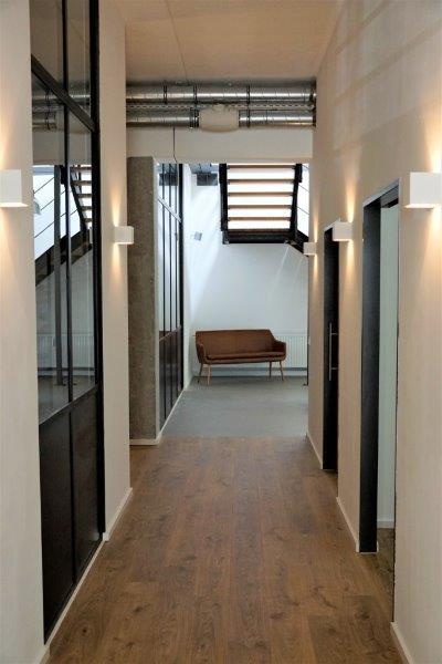 Sehr gelungen im Industrie-Design ist das Therapiezentrum in Fürstenfeldbruck.