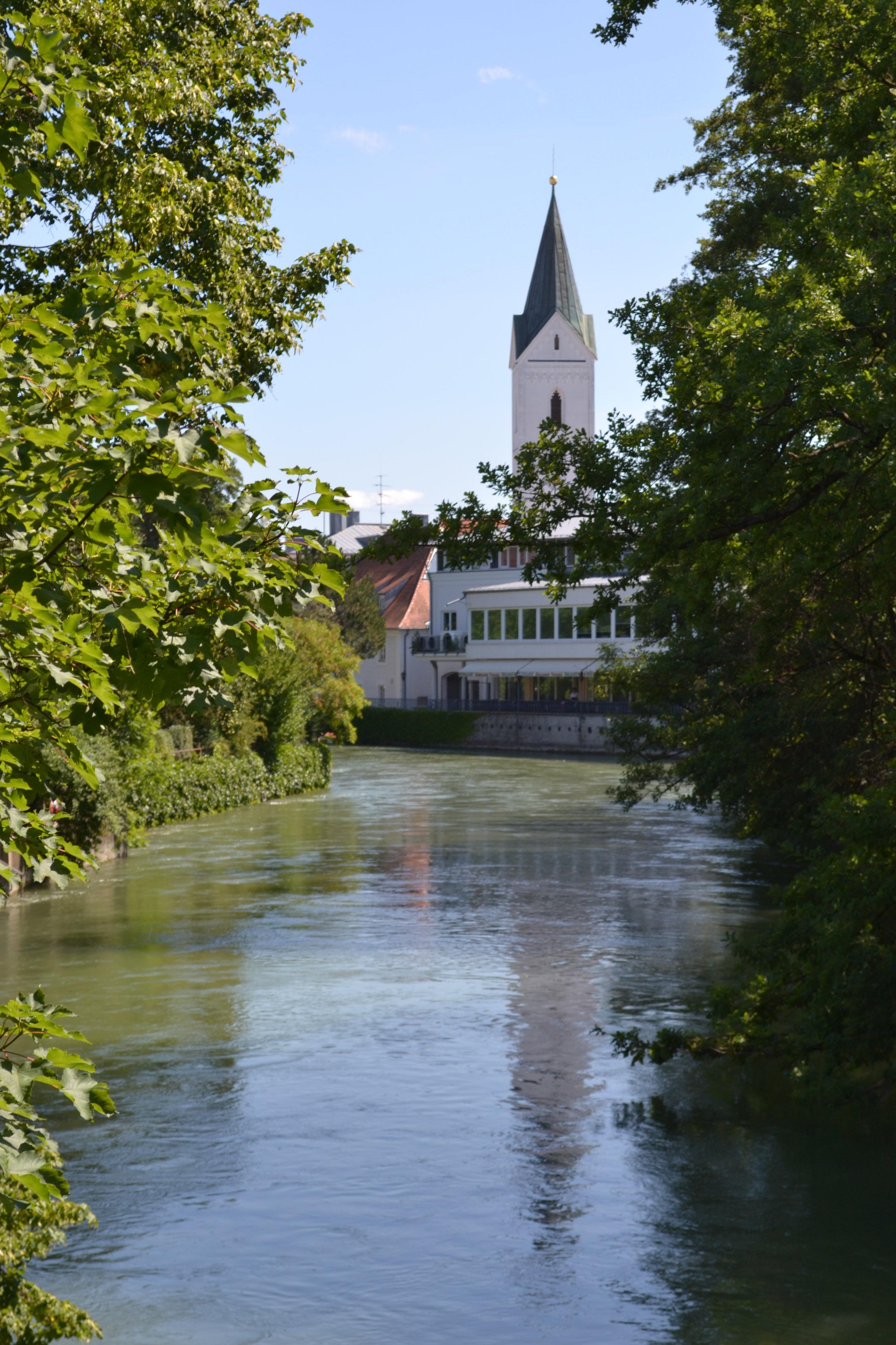 Idyllische Fleckchen und schöne Aussichten mitten in der Stadt findet am besonders am Eisernen Steg.