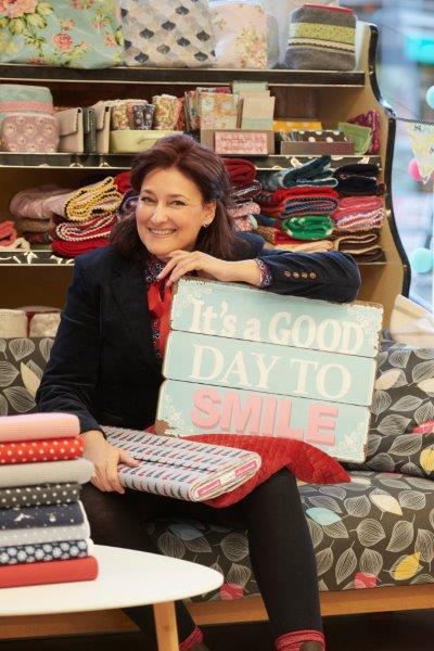 """""""Die Nachhaltigkeit ist mir sehr wichtig"""", betont Michaela Furthmann, die in ihrem Laden alten Möbeln mit ein wenig Farbe, neuen Bezügen oder Serviettentechnik ein neues Leben geschenkt hat."""