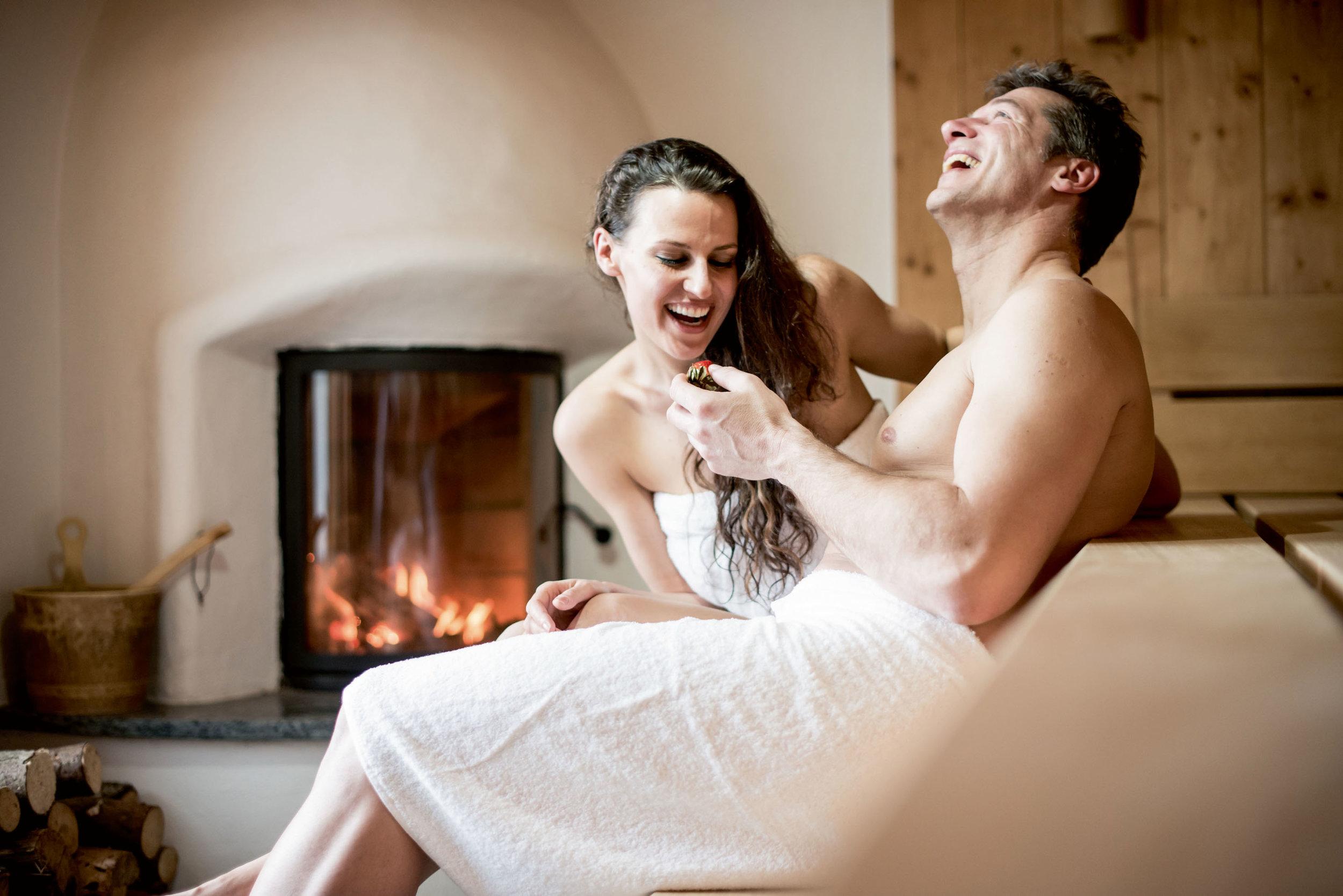 sauna-paar-kamin.jpg