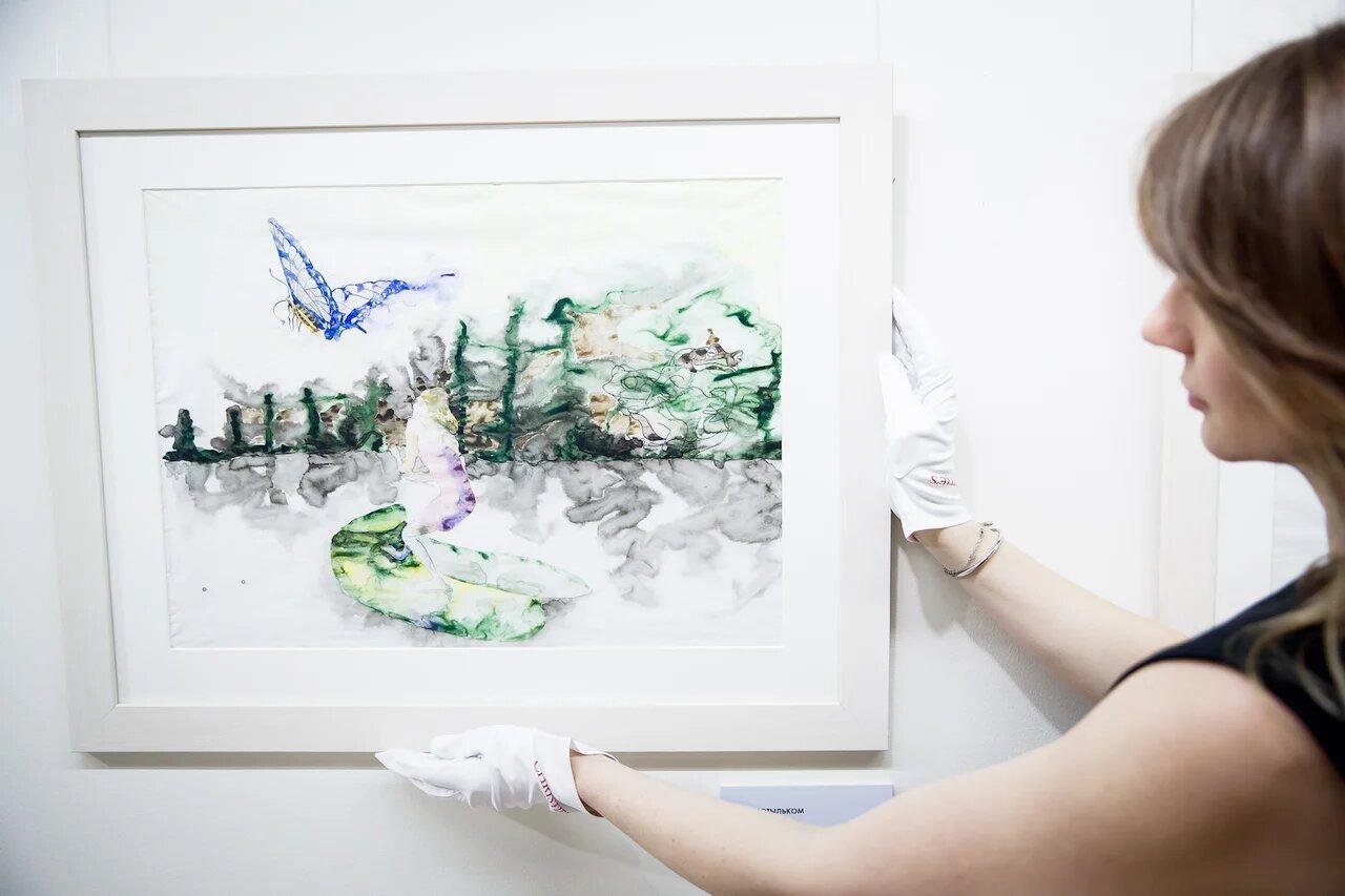 """Анастасия Карнеева и работа """"За мотыльком"""". Калька, тушь, акварель 2018.   …и листок поплыл еще быстрее"""