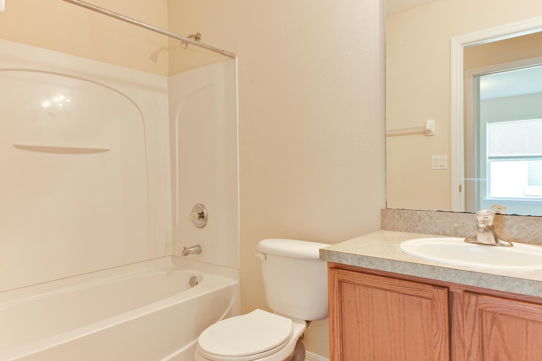 13806 Devan Lee Dr E-large-025-8-Bathroom-1500x1000-72dpi.jpg