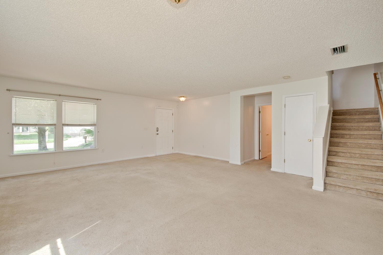1052 Sunray Ct Jacksonville FL-large-011-4-Living Room-1500x1000-72dpi.jpg