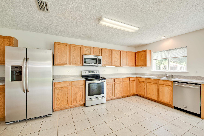 1052 Sunray Ct Jacksonville FL-large-021-13-Kitchen-1500x1000-72dpi.jpg