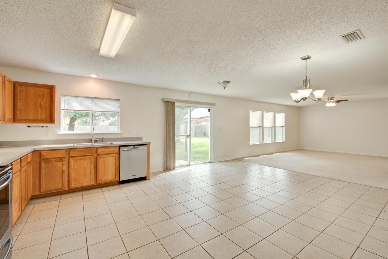 1052 Sunray Ct Jacksonville FL-large-023-7-Great Room-1500x1000-72dpi.jpg