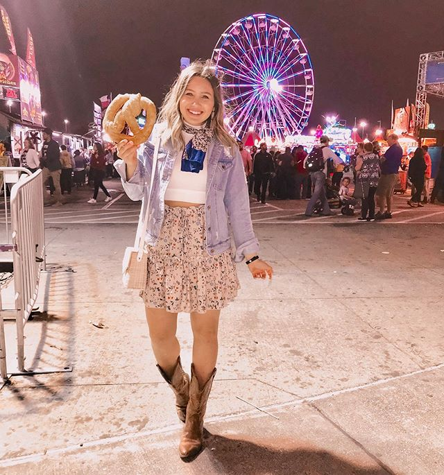 Always eating my days worth of calories at the rodeo🥨🍕🍪🤦🏼♀️ this skirt is such a perfect transitional piece into spring and only $19 from @amazonfashion! http://liketk.it/2AuR8 #liketkit @liketoknow.it #LTKunder50 #houstonrodeo #rodeohouston #houstonrodeo2019