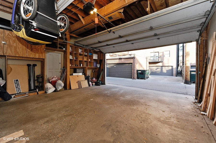 20_1415WestRoscoeSt_2_35_Garage_LowRes.jpg