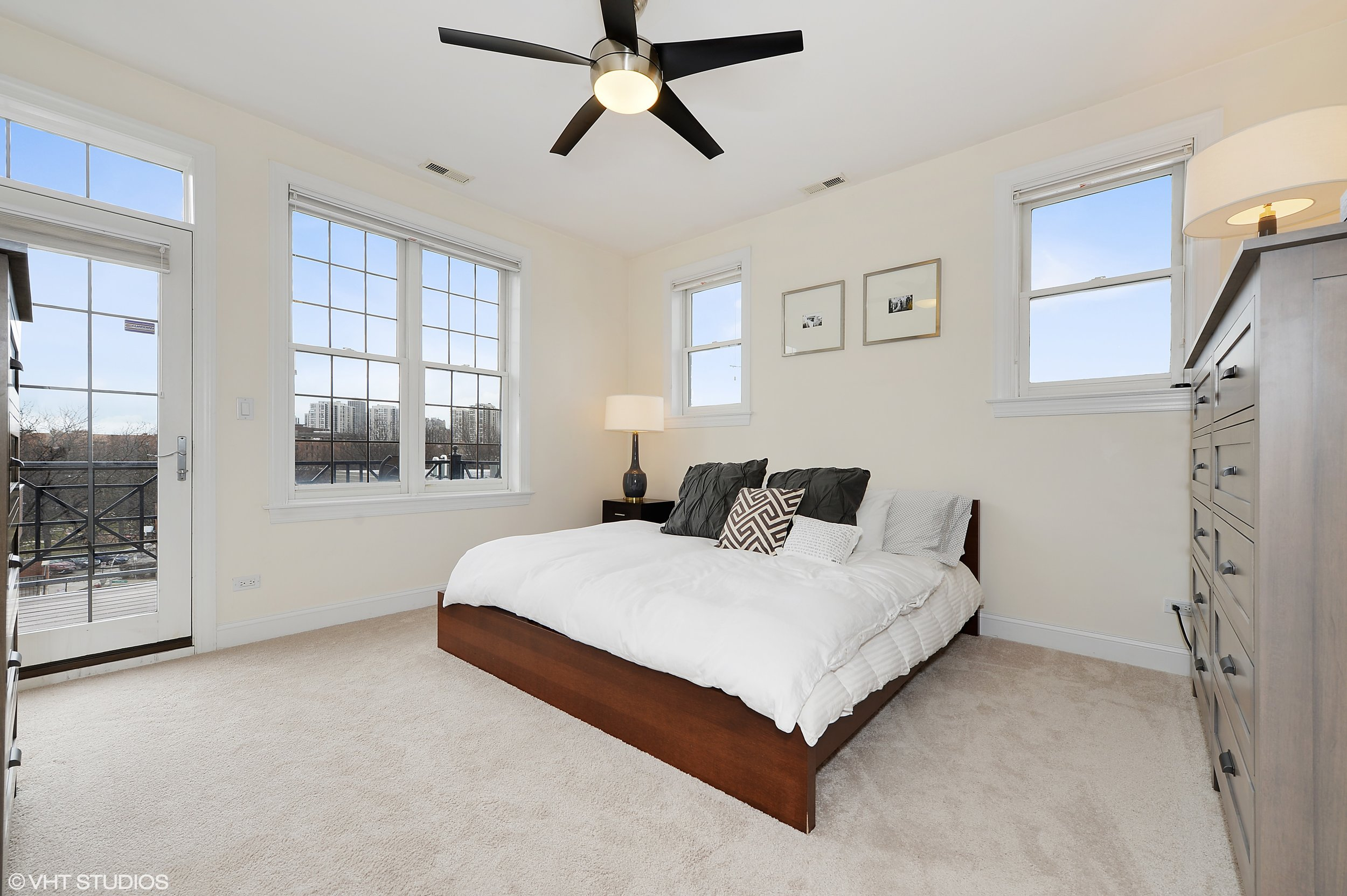 06_1275NorthClybournAve_4_14_MasterBedroom_HiRes.jpg