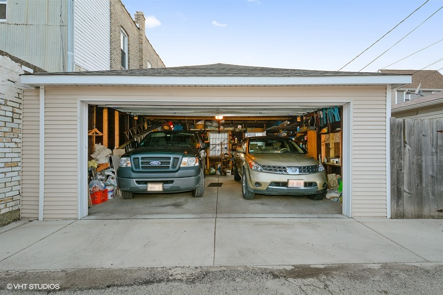 19_4113NorthMonticelloAve_35_Garage_LowRes.jpg