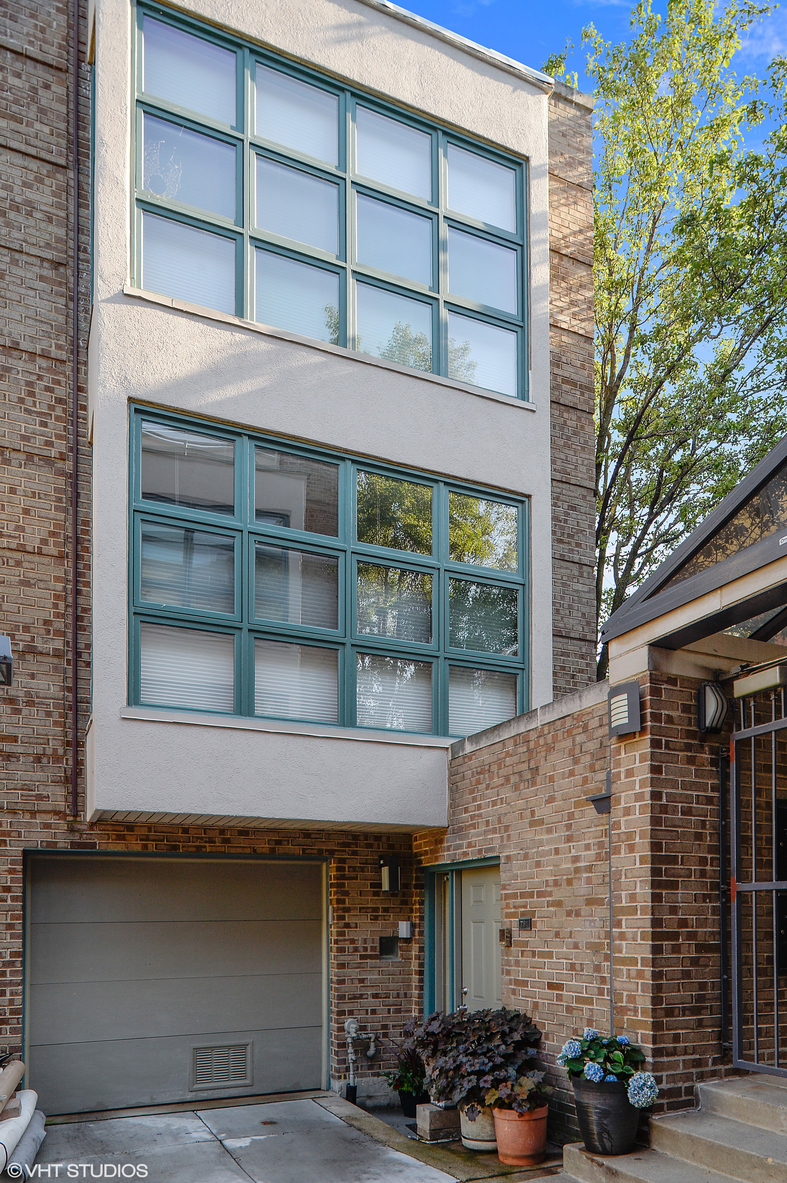 01_781WestMelroseSt_57_FrontView_HiRes.jpg