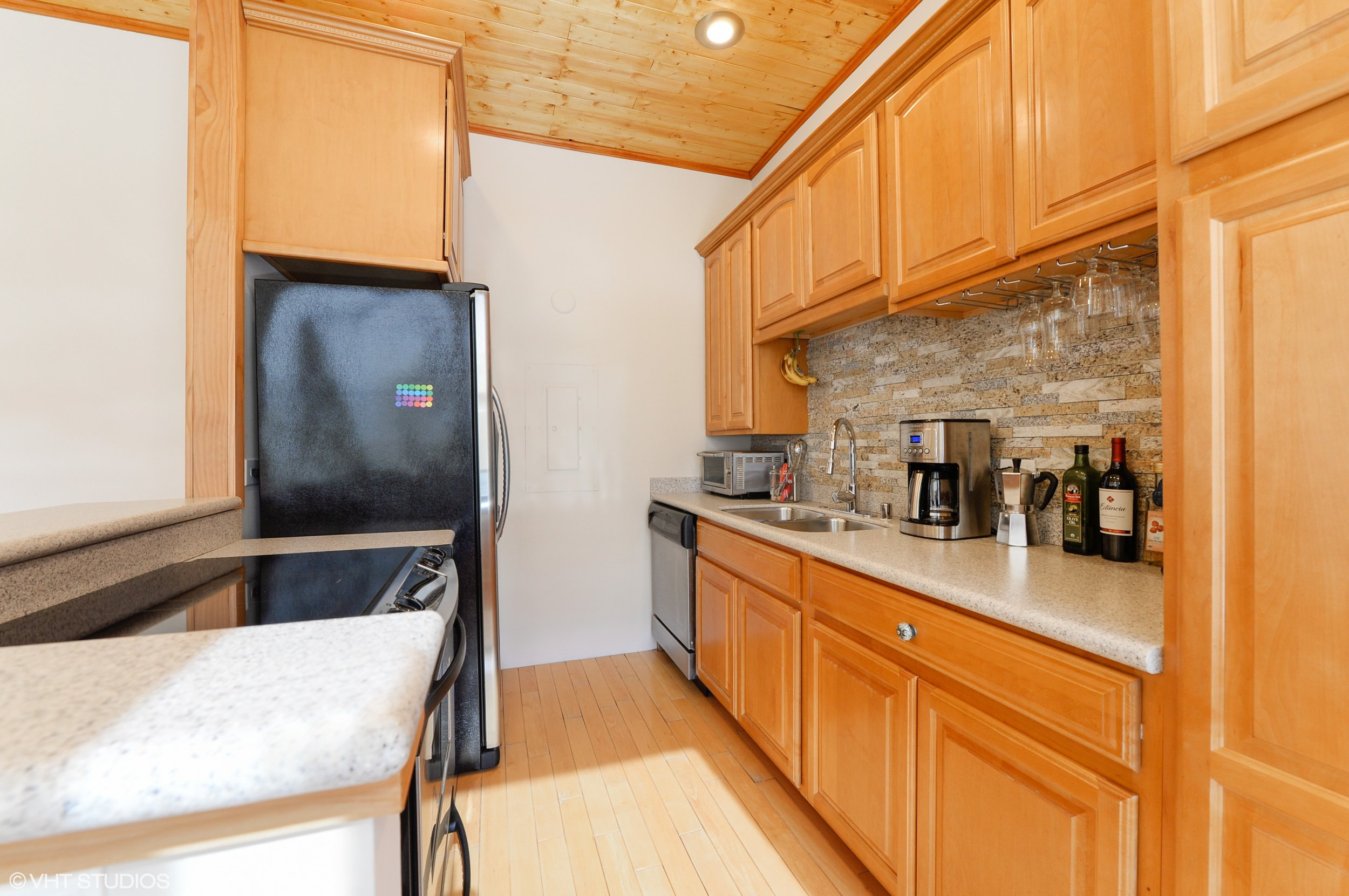 03_600SDearbornSt_Unit1307_5_Kitchen_HiRes.jpg