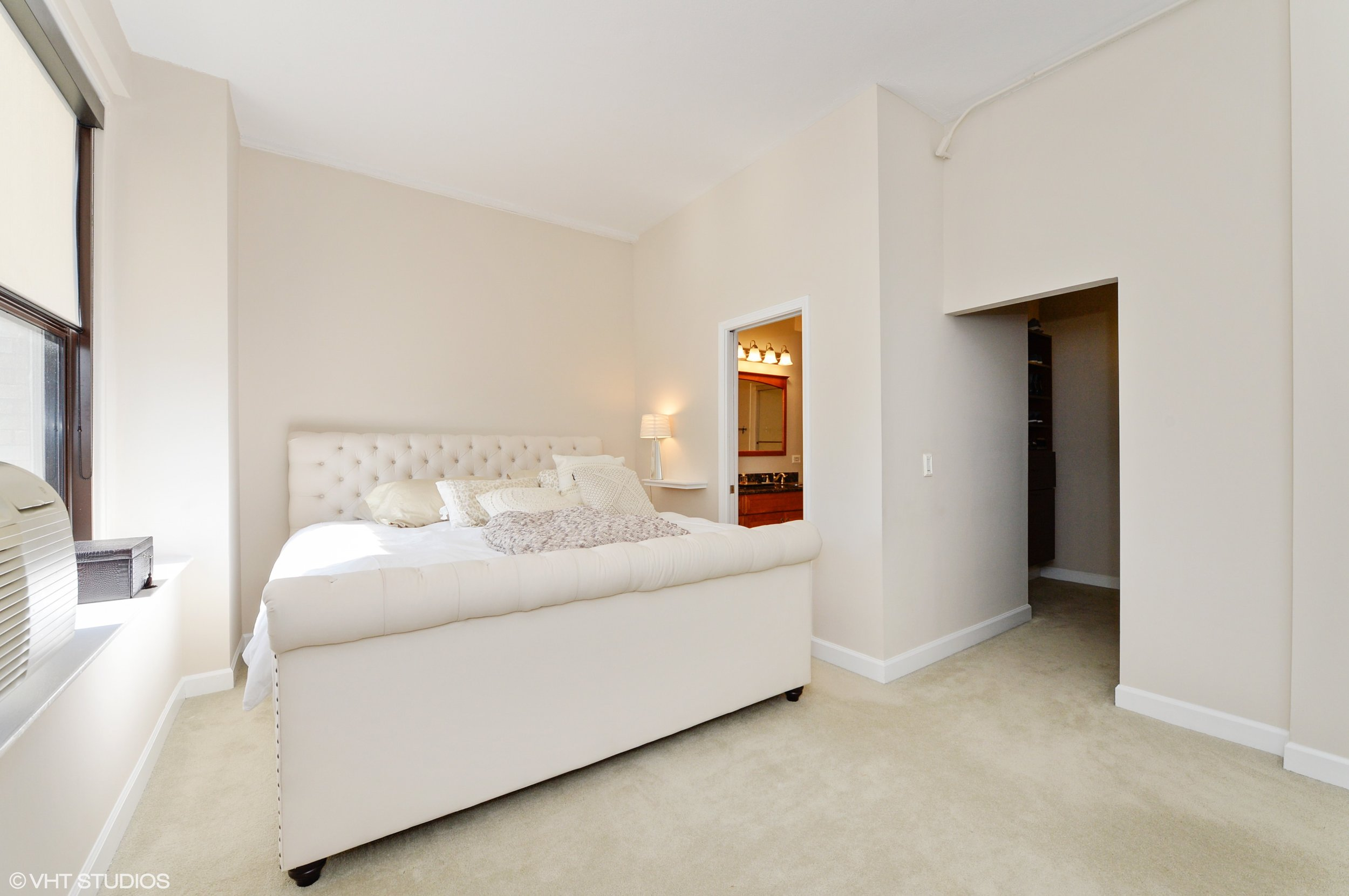 06_600SDearbornSt_Unit1307_14_MasterBedroom_HiRes.jpg