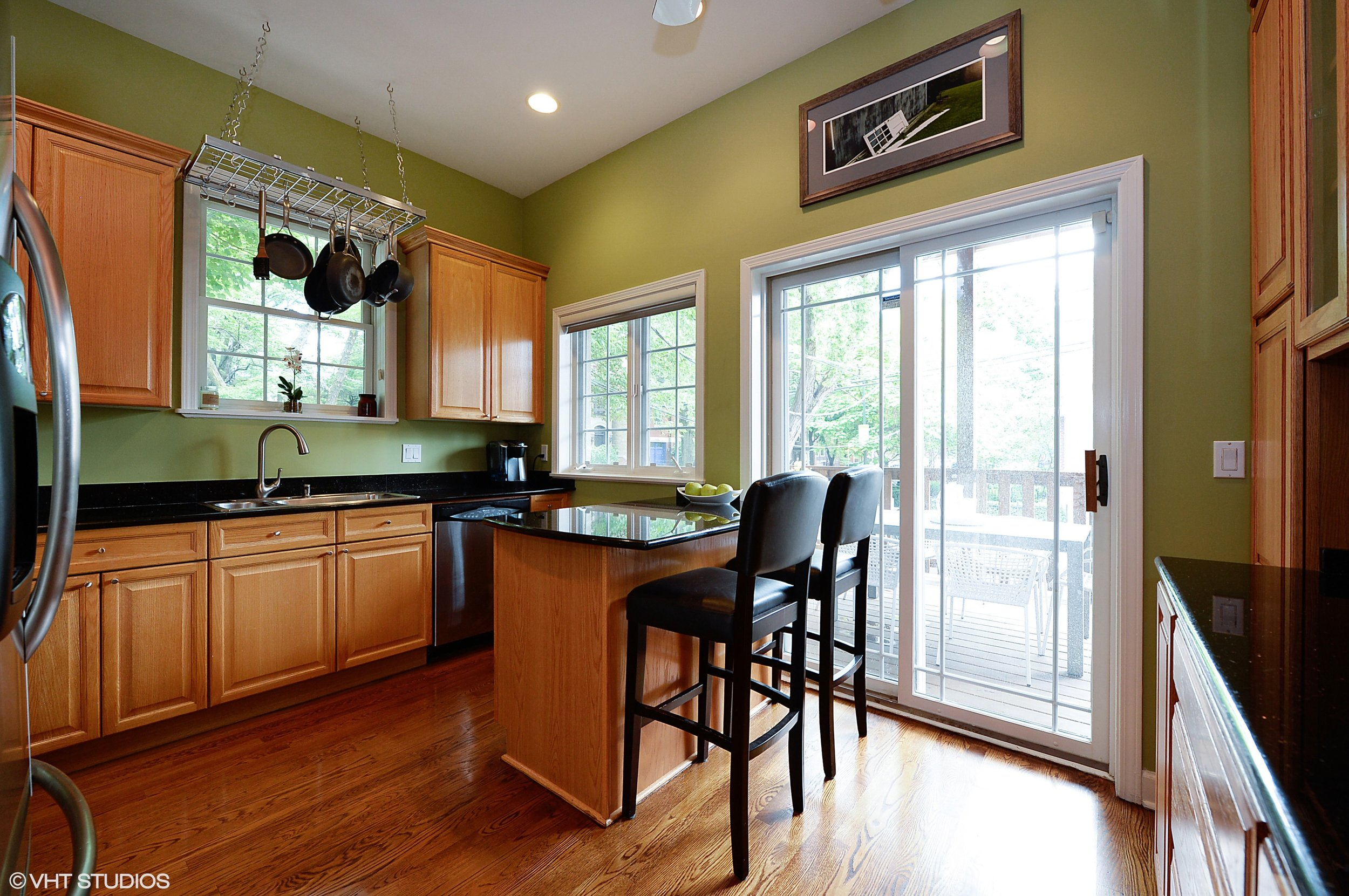 04_1901WestArmitageAve_1E_5_Kitchen_HiRes.jpg