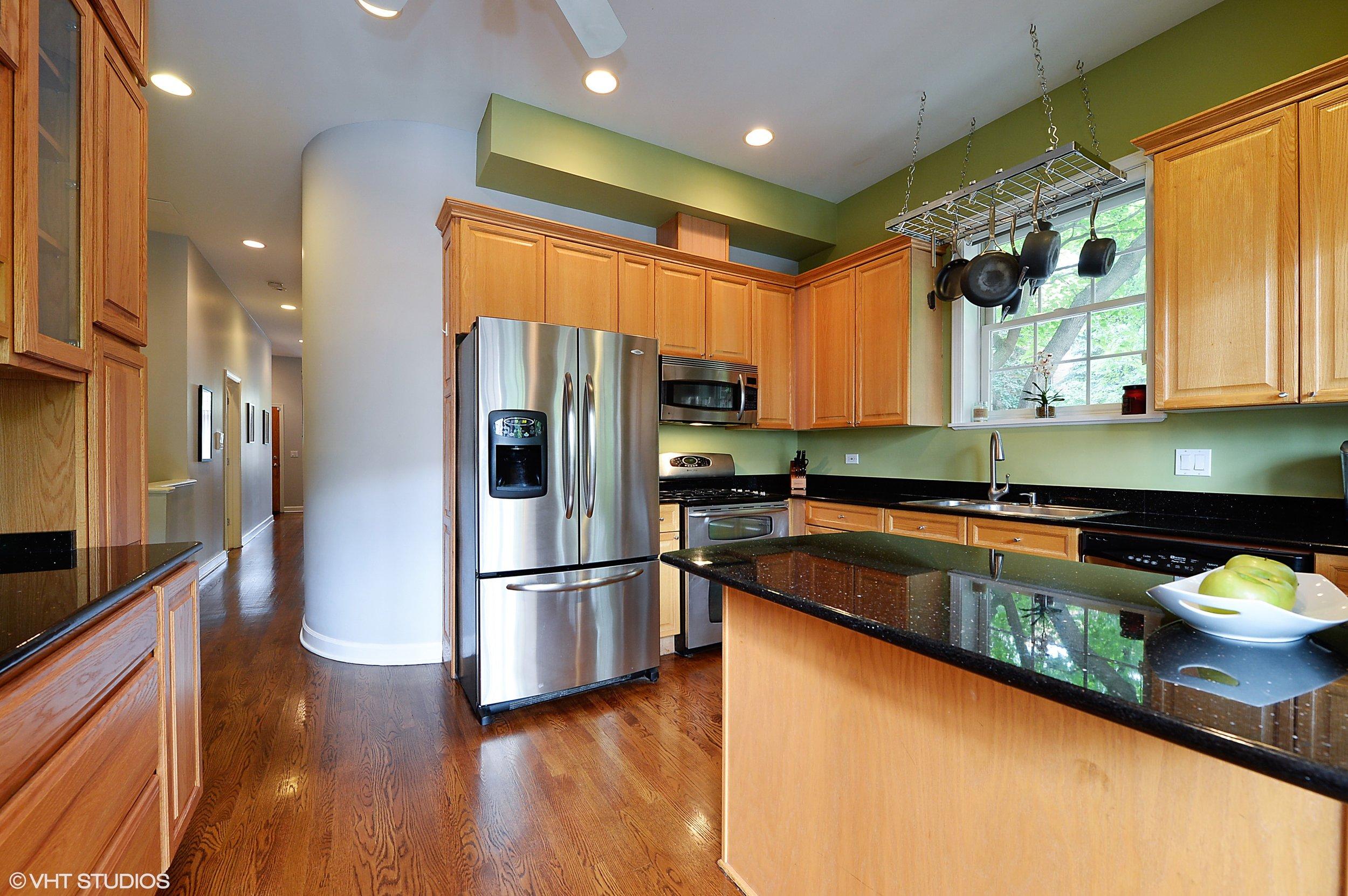 05_1901WestArmitageAve_1E_177_Kitchen_HiRes.jpg
