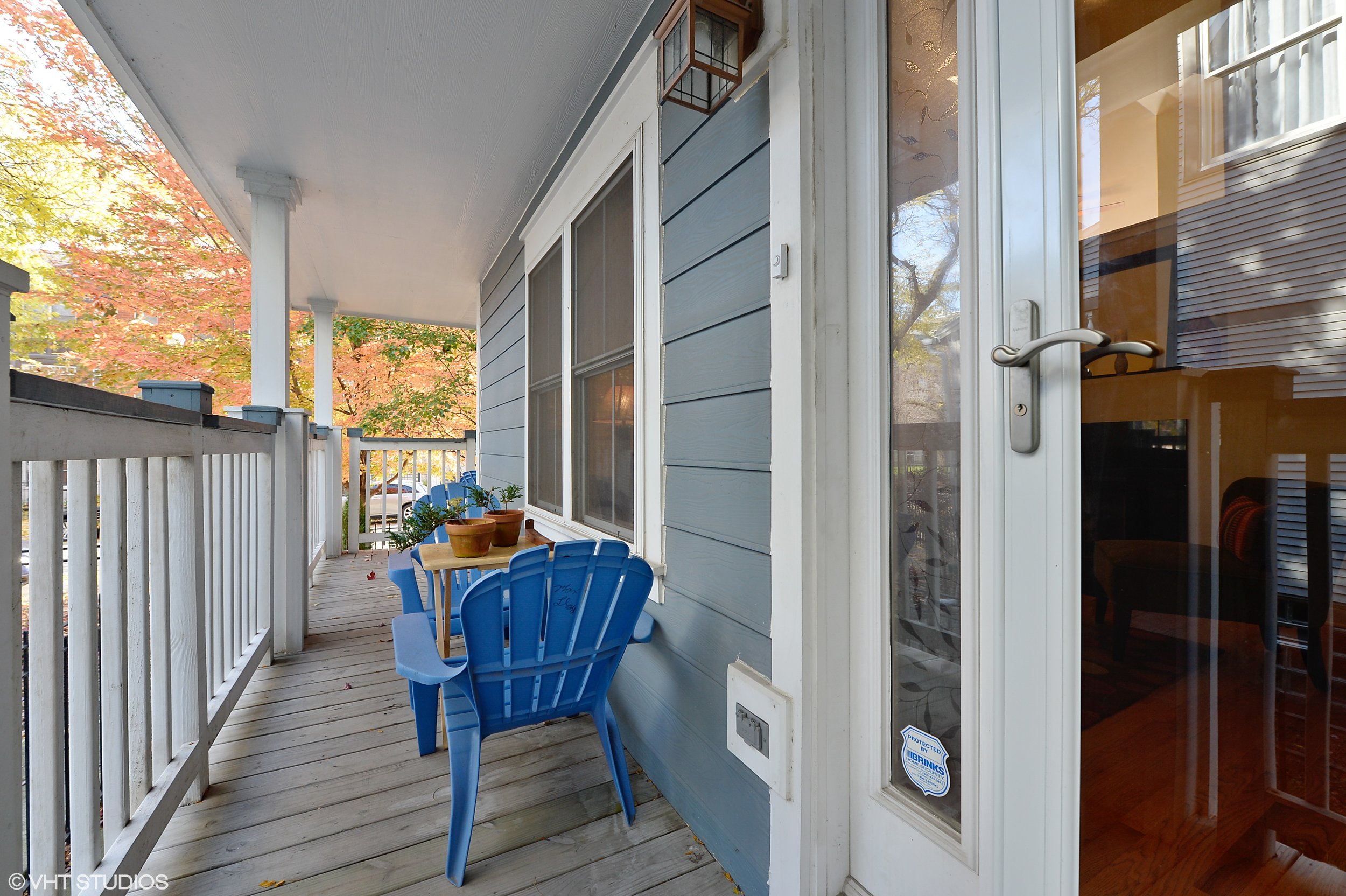 13_4634SouthGreenwoodAve_1_65_Porch_HiRes.jpg