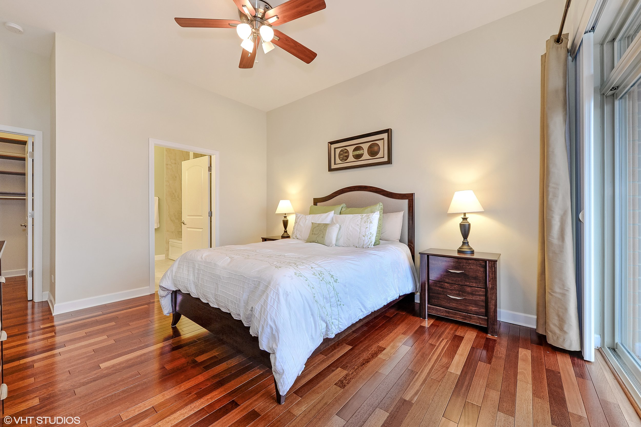 09_5067NorthLincolnAve_302_178_MasterBedroom_HiRes.jpg