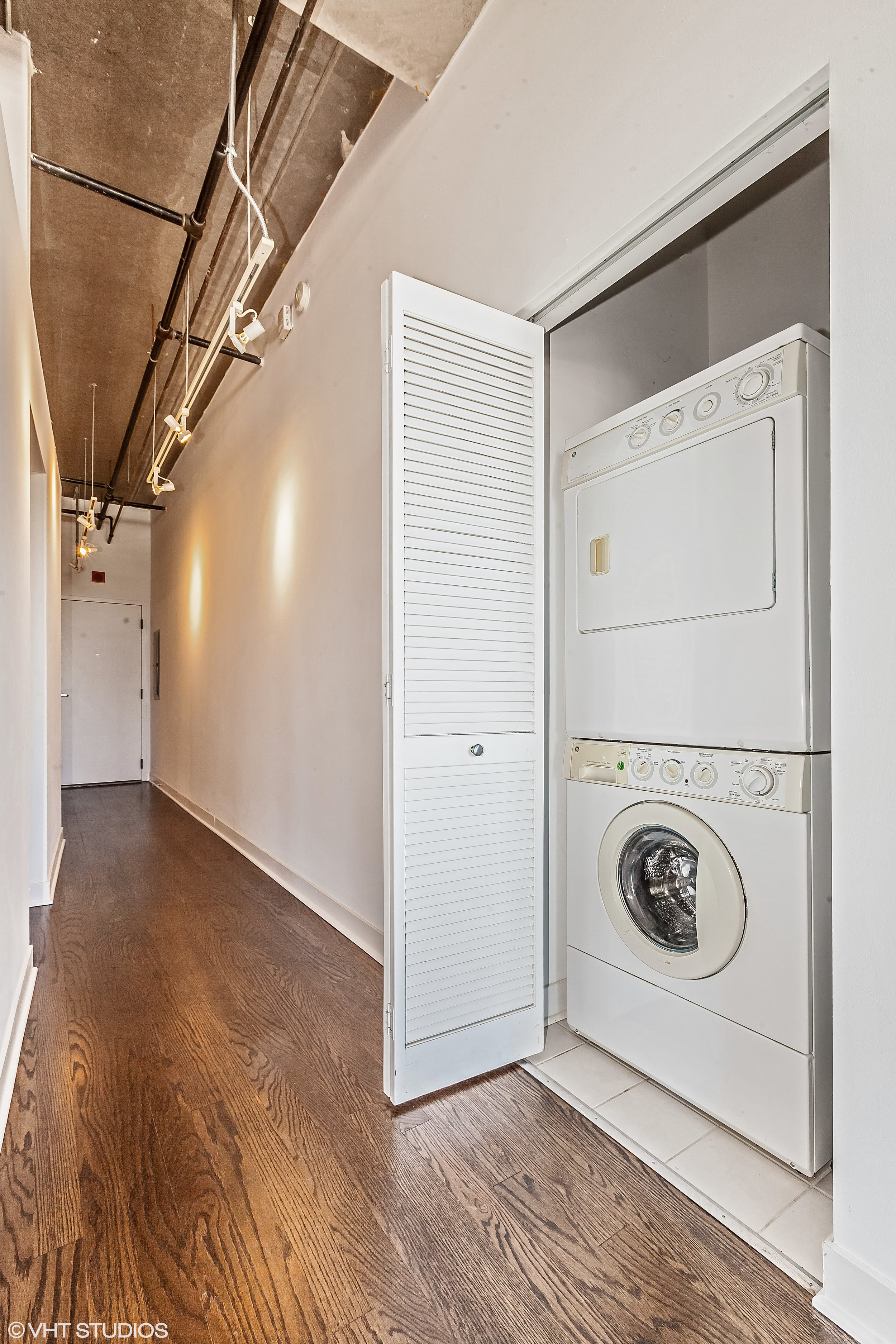 09_833West15ThPl_704_44_LaundryRoom_HiRes.jpg