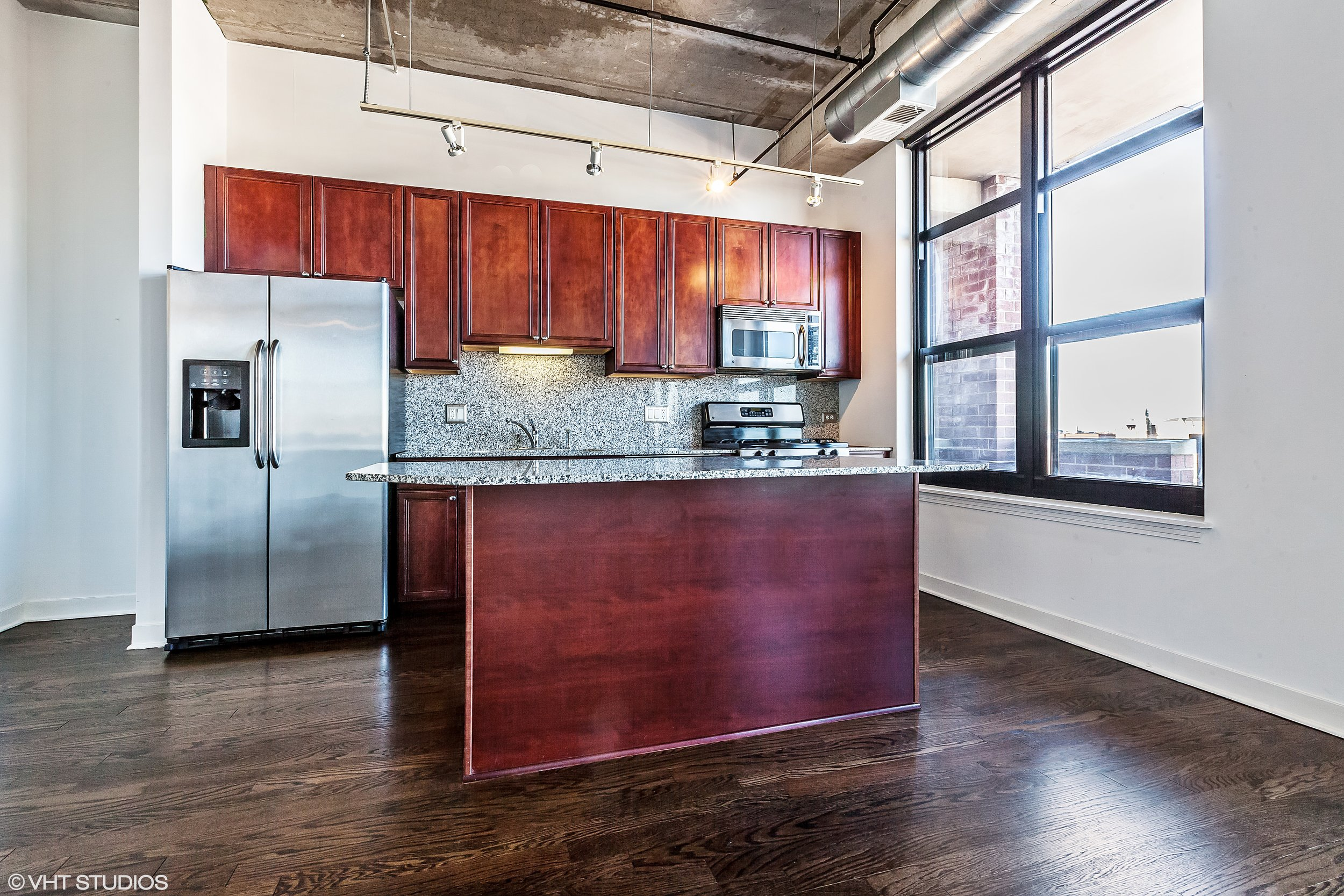 05_833West15ThPl_704_177_Kitchen_HiRes.jpg