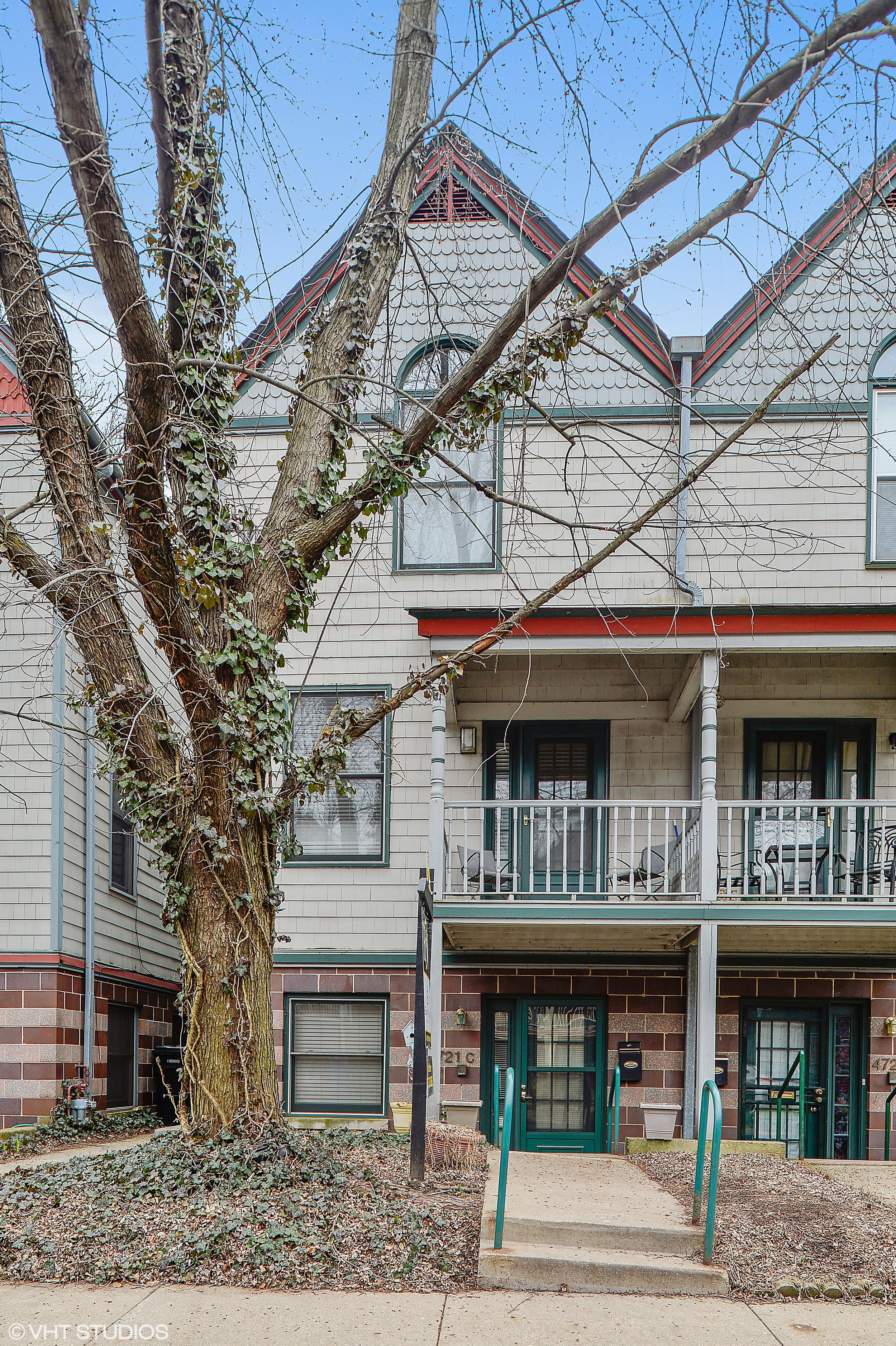 4721 S Woodlawn Ave -